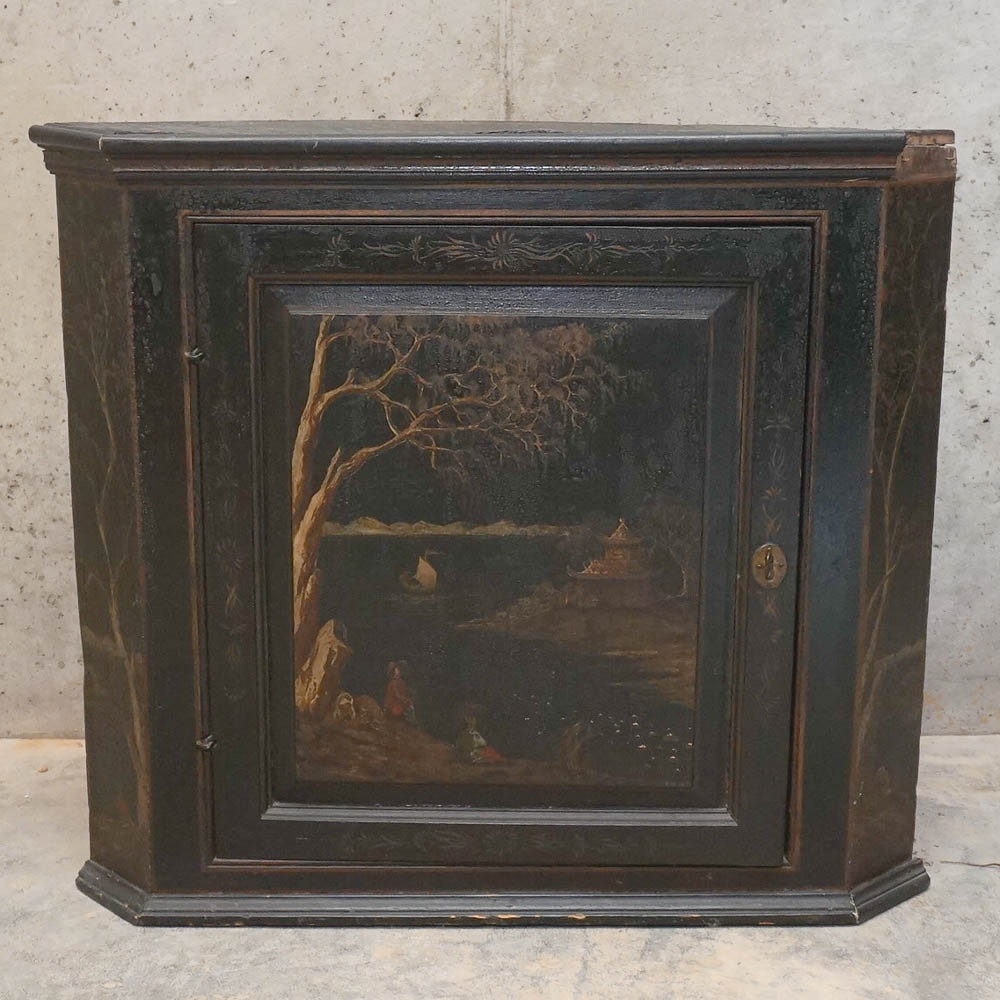 Early 19th Century English Chinoiserie Decorated Corner Cabinet