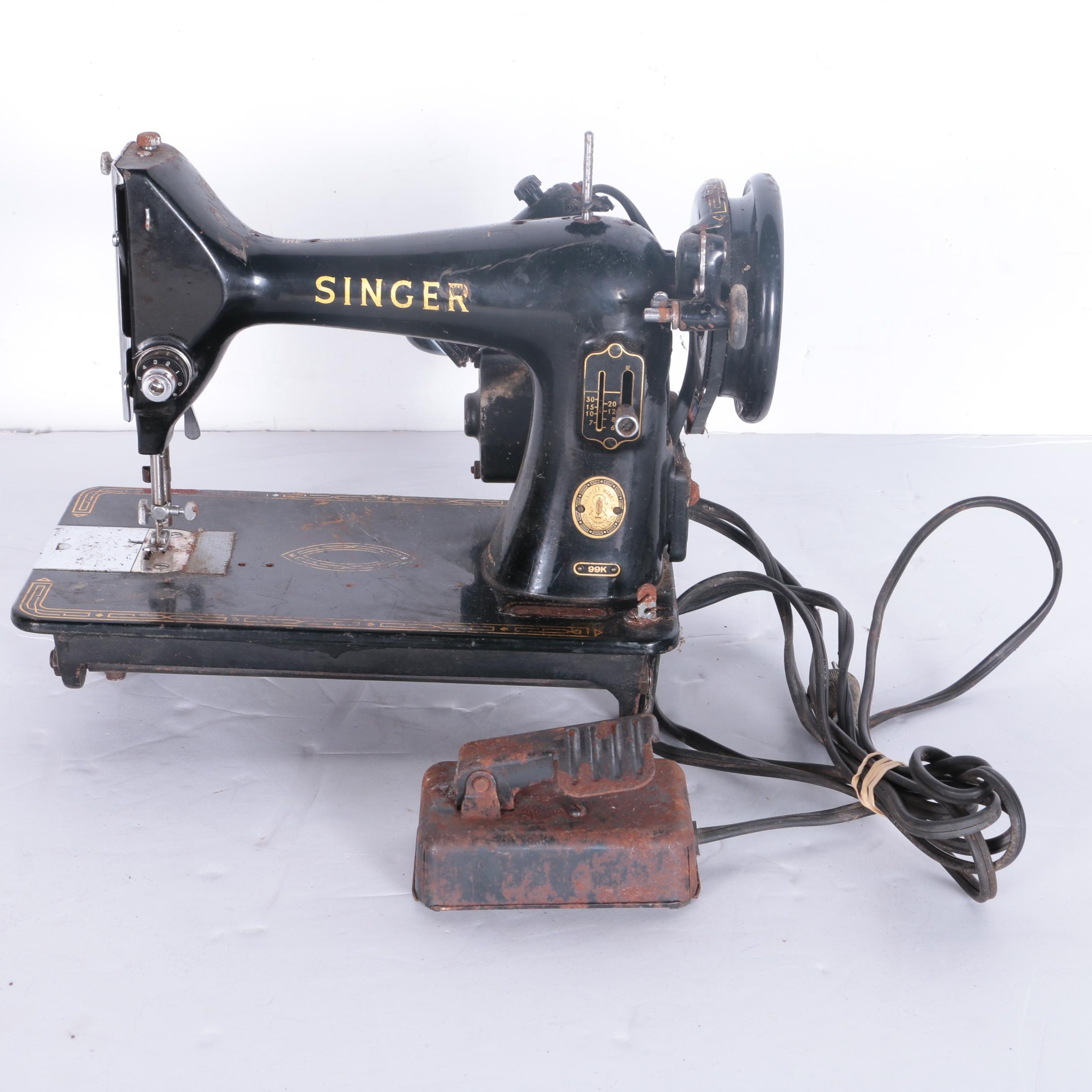 Vintage Singer 99K Sewing Machine