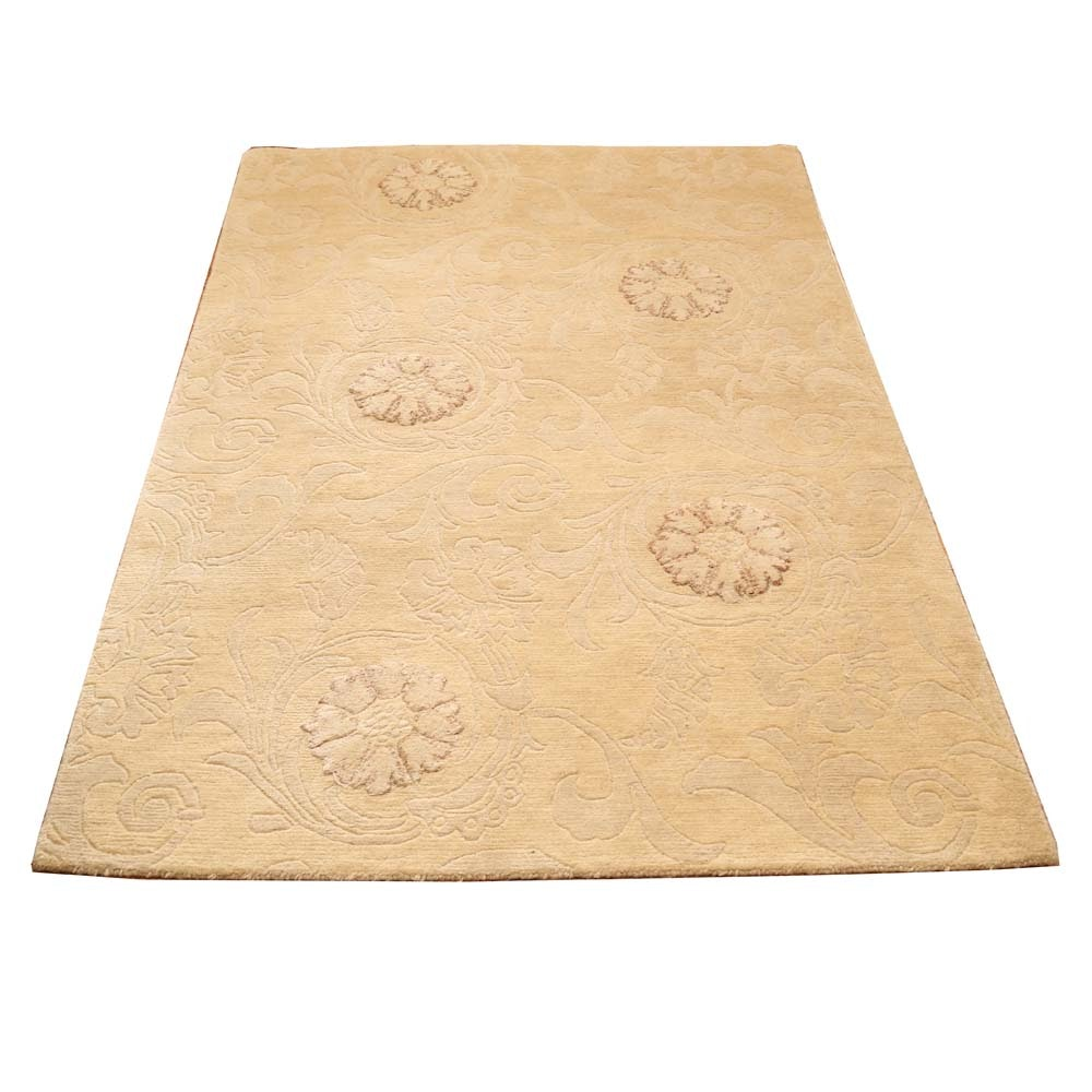Machine Tufted and Carved Area Rug