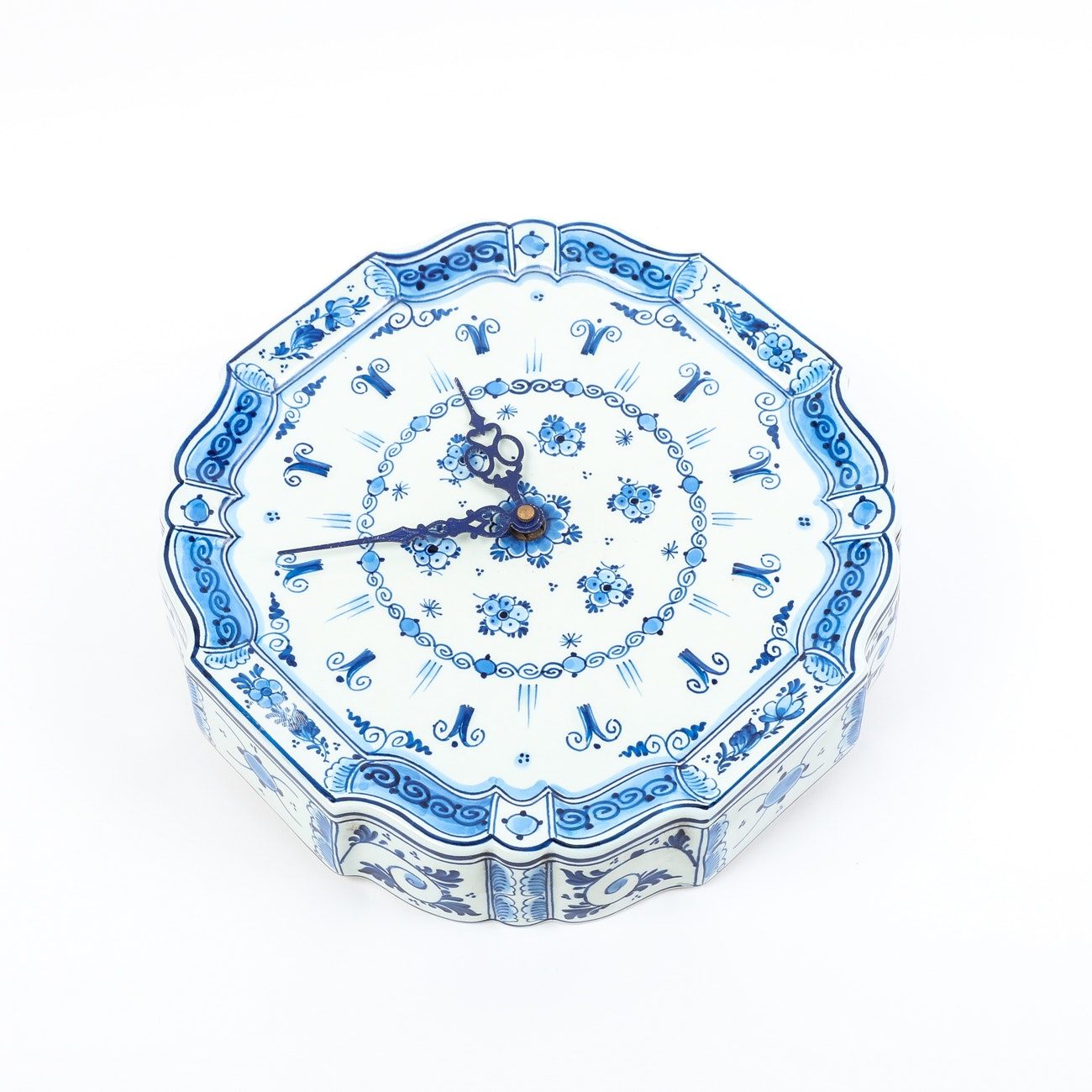 Delft Blue Battery Operated Wall Clock