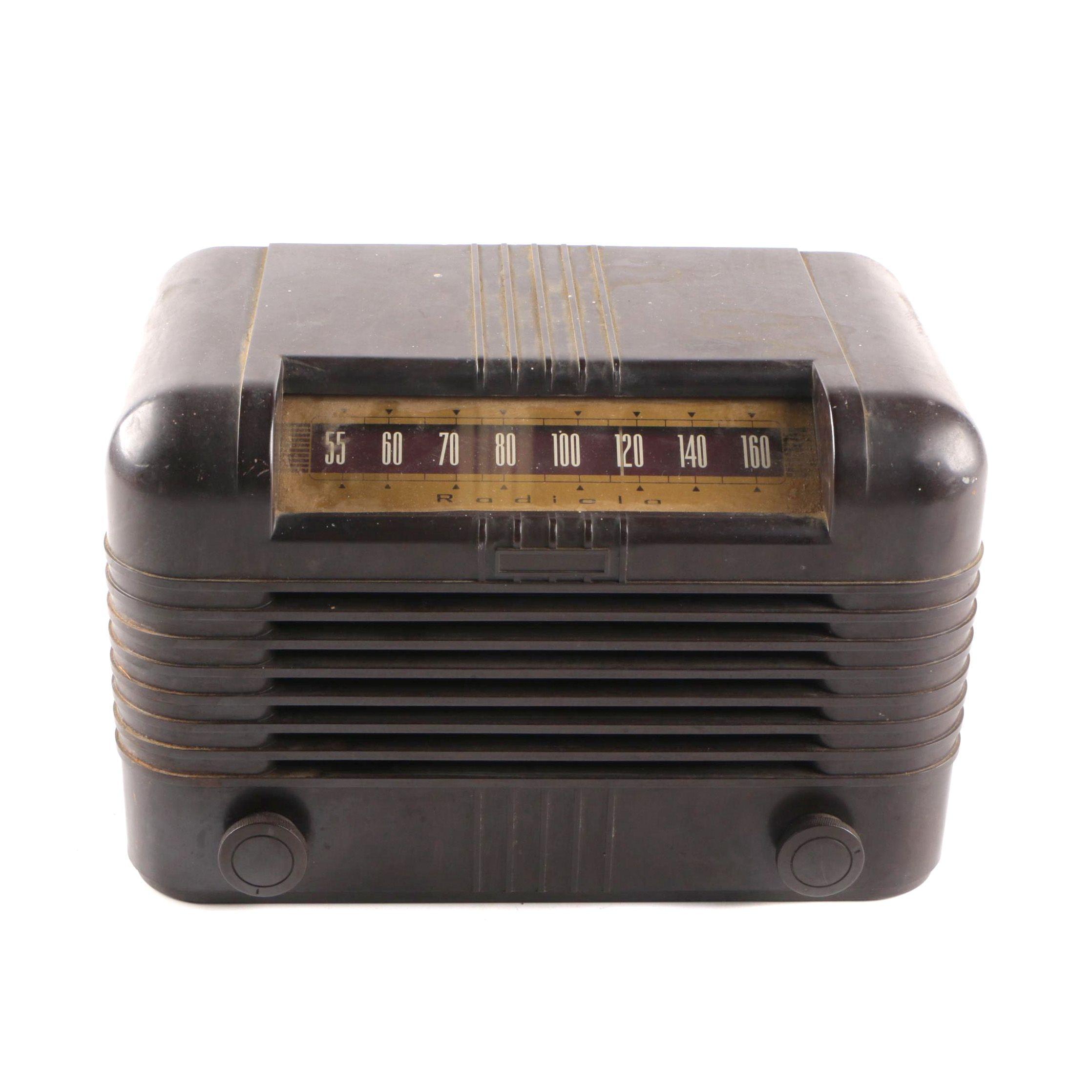 Vintage 1947 Radiola Table Radio