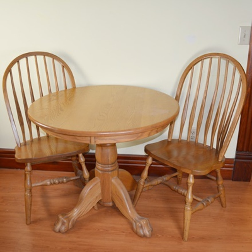 amish made oak round table and two chairs ebth. Black Bedroom Furniture Sets. Home Design Ideas