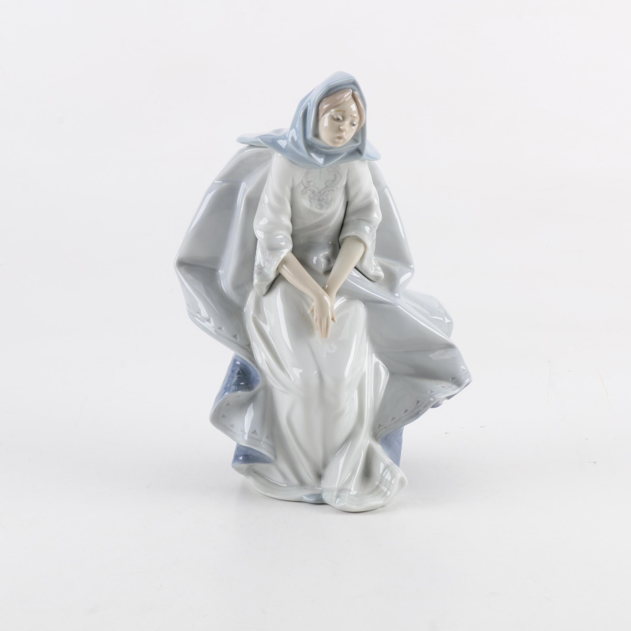 "Lladró ""Mary"" Porcelain Nativity Figurine"