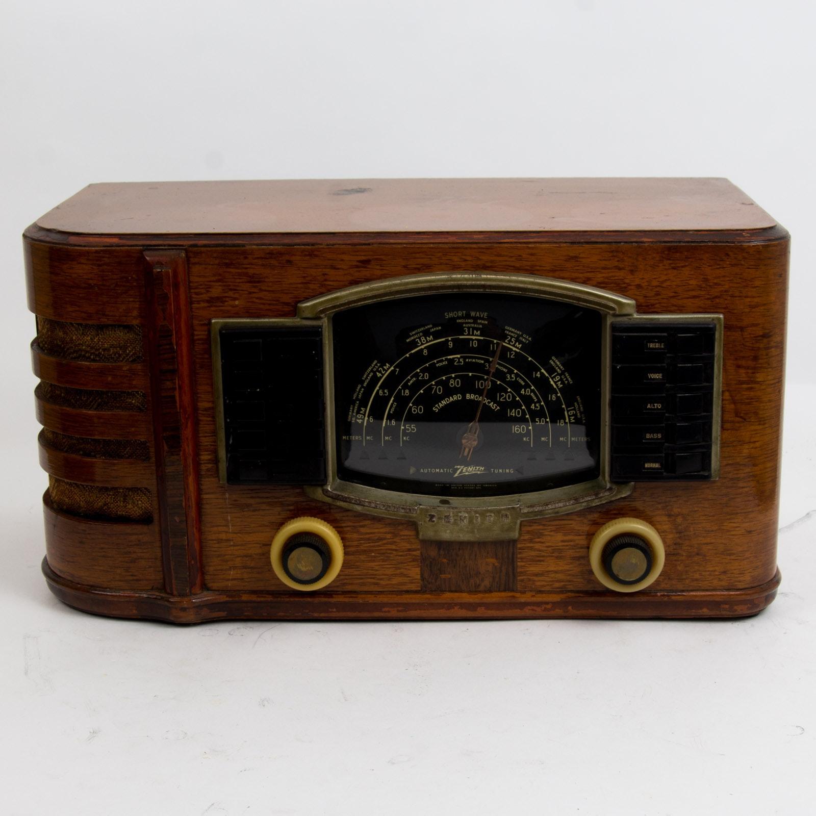 Vintage 1941 Zenith Radio