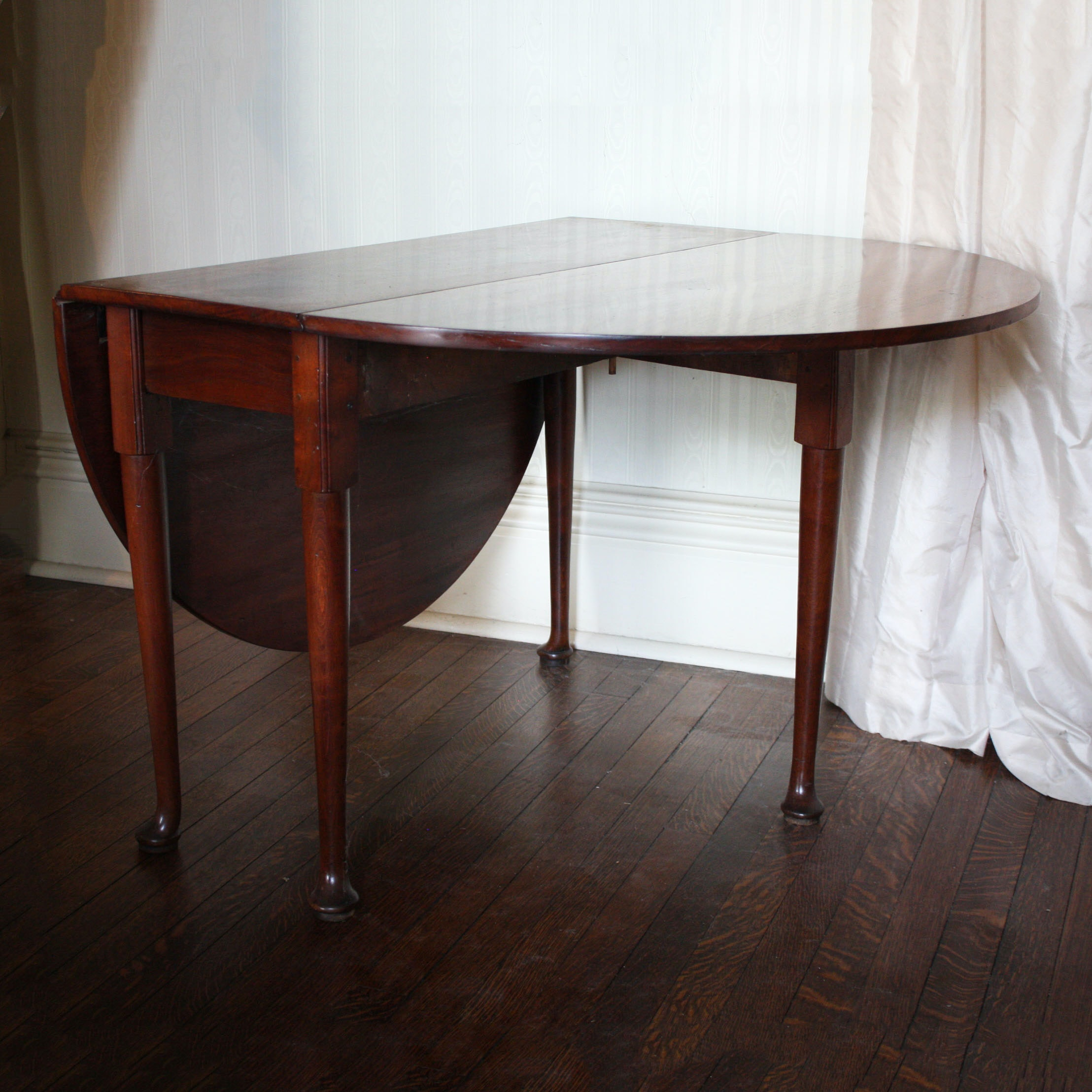 Antique English Queen Anne Oval Mahogany Drop Leaf Table