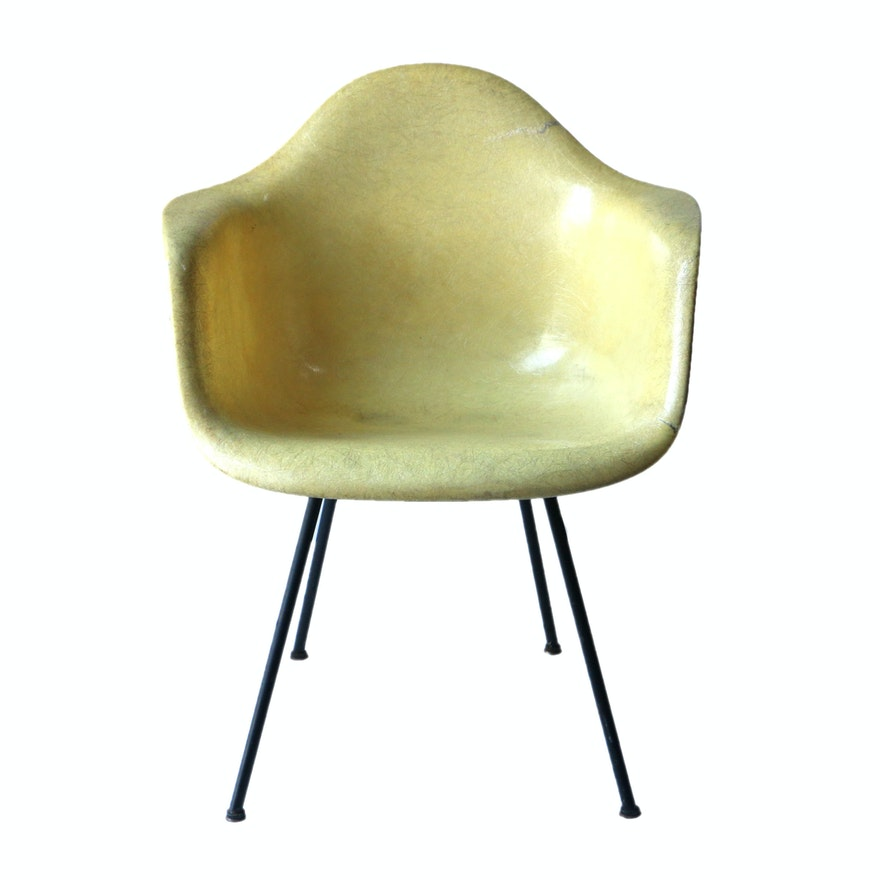 max molded fiberglass chair by charles eames for herman miller