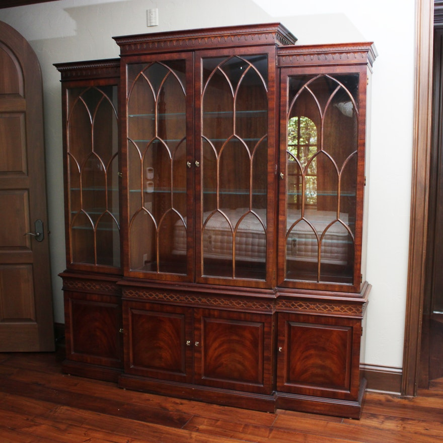 Vintage Federal Style Mahogany Breakfront China Cabinet by Henredon : EBTH - Vintage Federal Style Mahogany Breakfront China Cabinet By Henredon