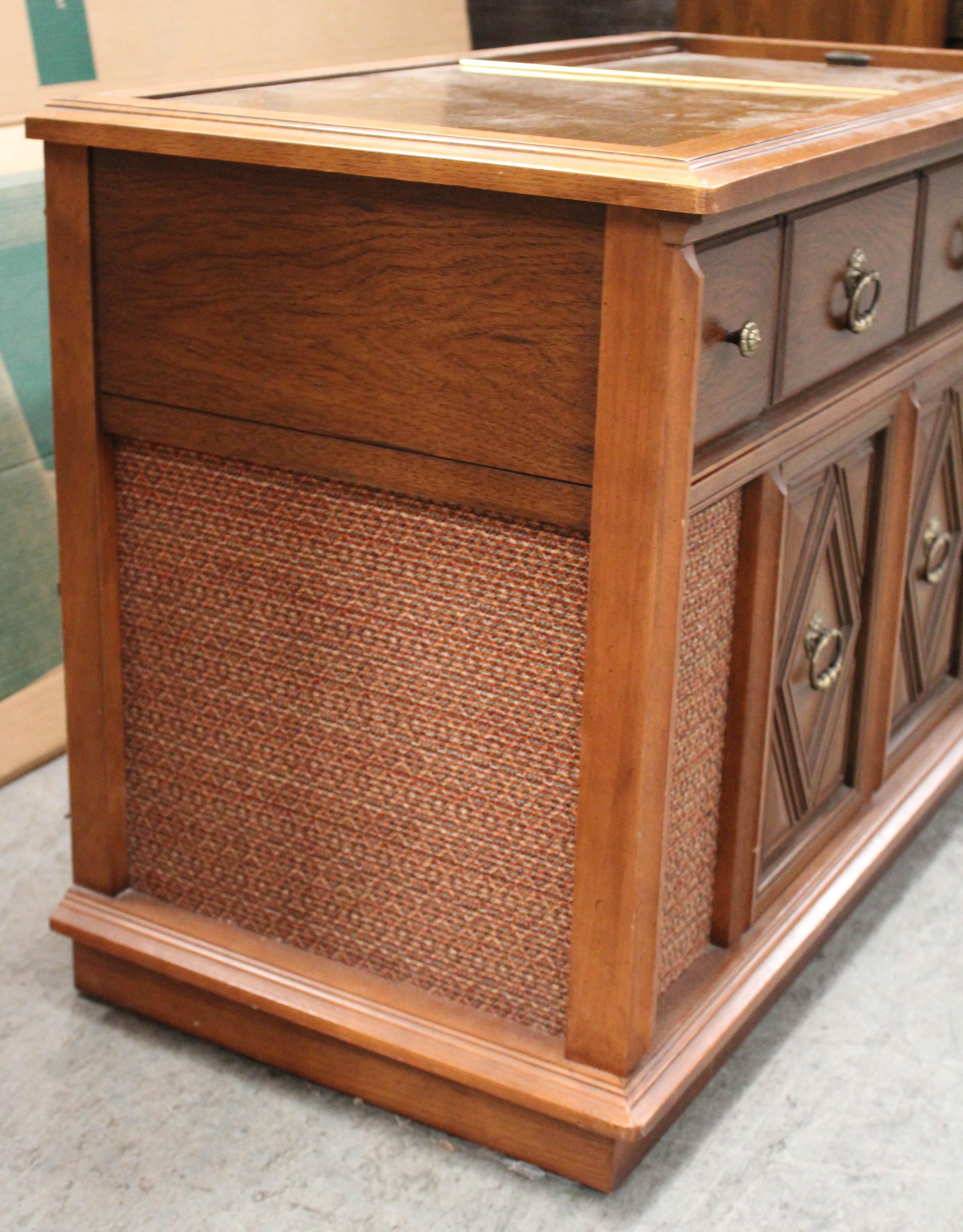1960s magnavox astro sonic stereo console   ebth