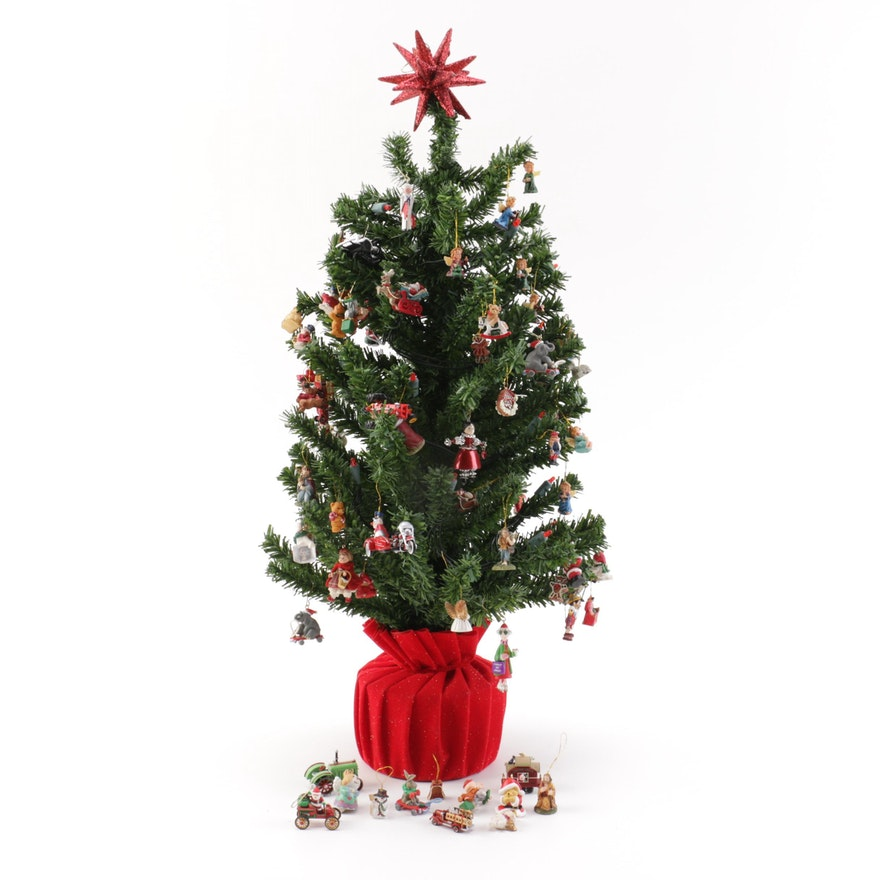 Hallmark Tabletop Illuminated Christmas Tree and Assortment of Ornaments ... - Hallmark Tabletop Illuminated Christmas Tree And Assortment Of
