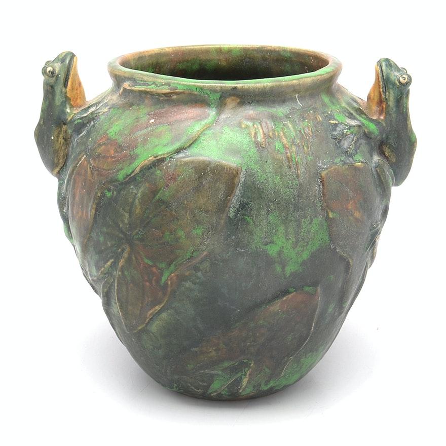 Weller Coppertone Pottery Frog Motif Vase Ebth