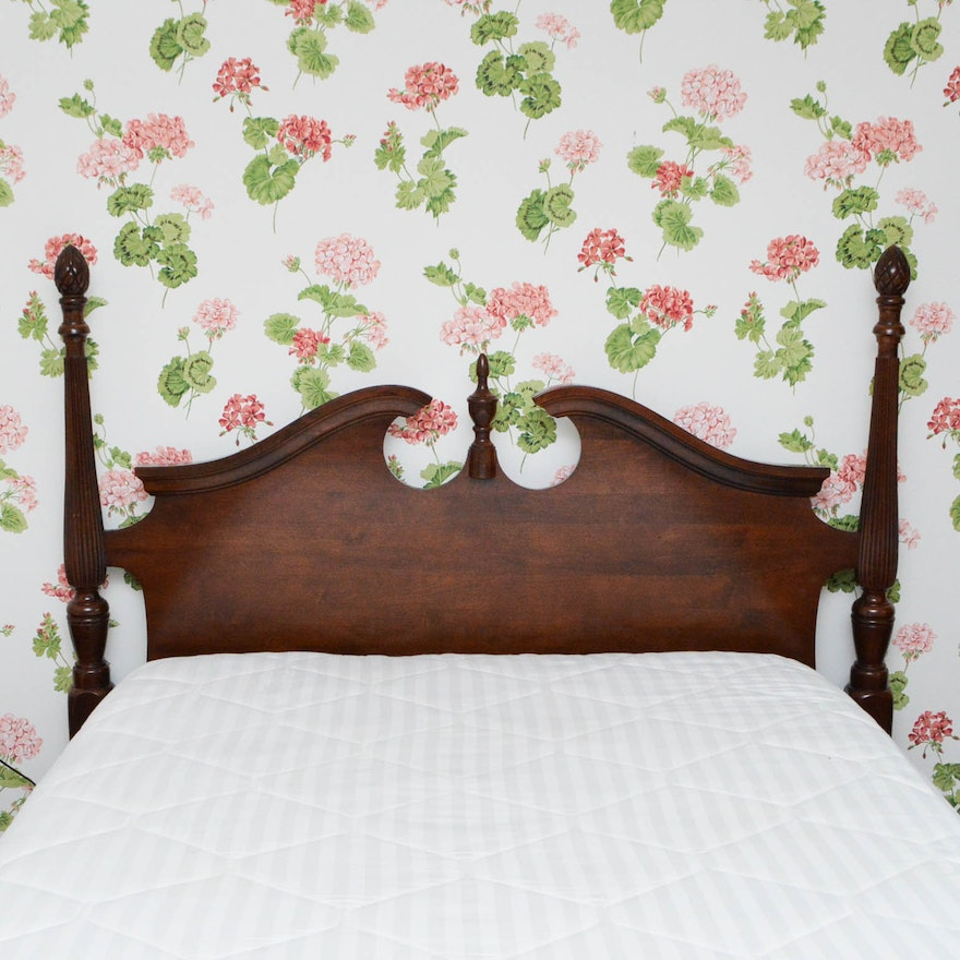 Queen anne style queen size poster bed frame ebth for Queen anne style bed