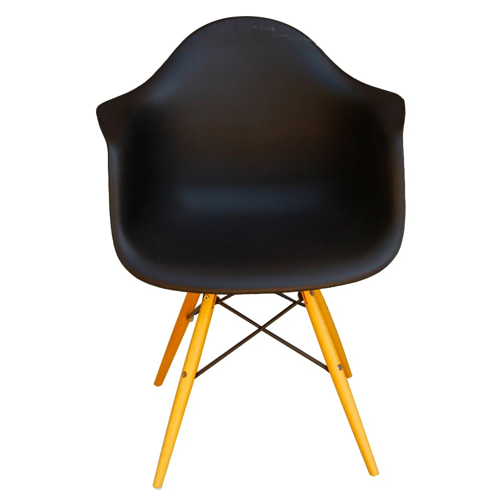 Mid Century Modern Style Shell Chair