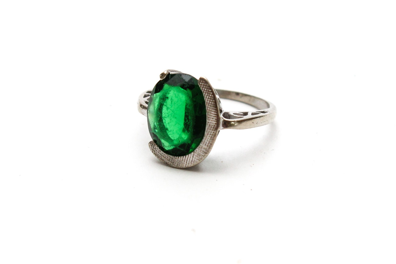 1960s 10K White Gold Ring with Green Stone EBTH