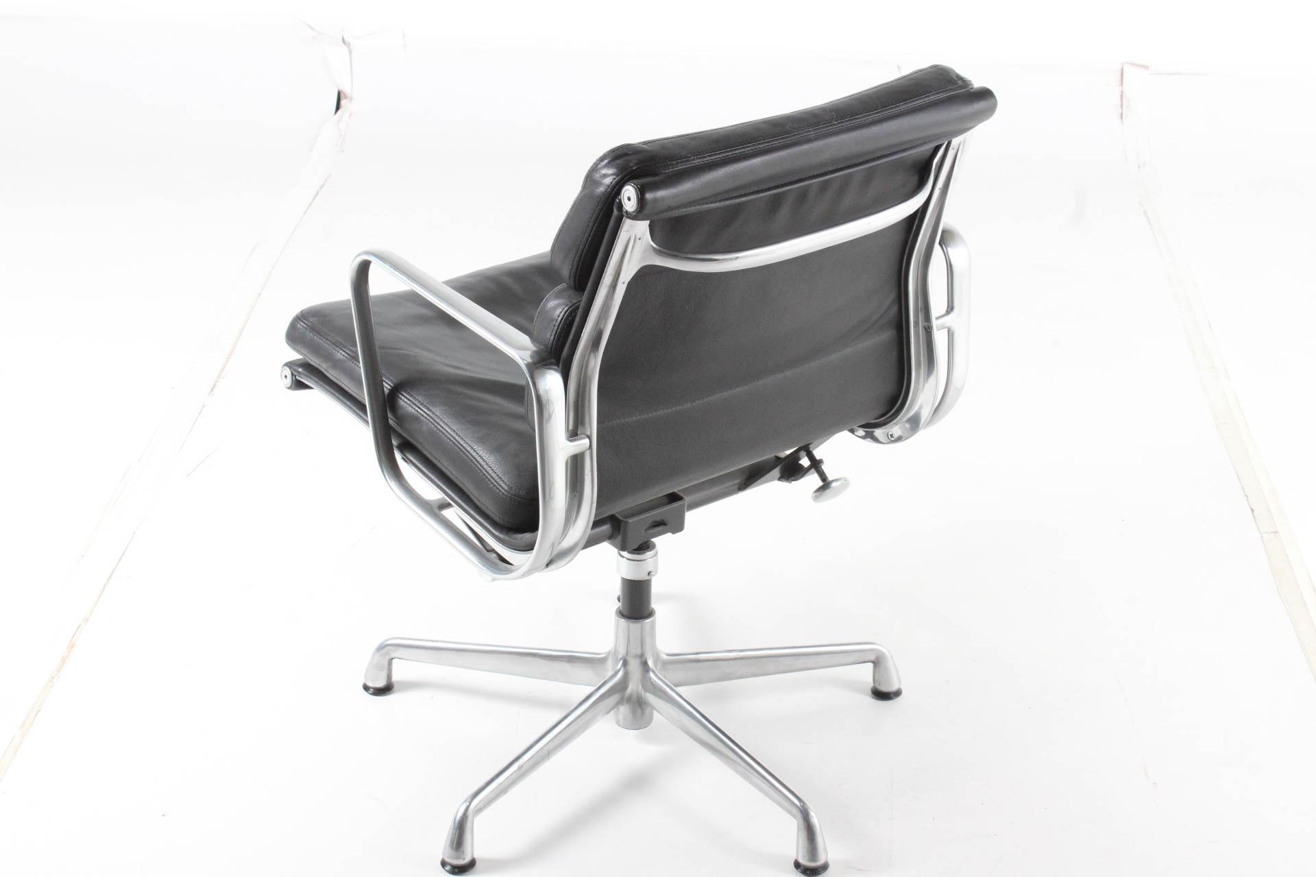Eames Aluminum Group Soft Pad Management Chair Ebth