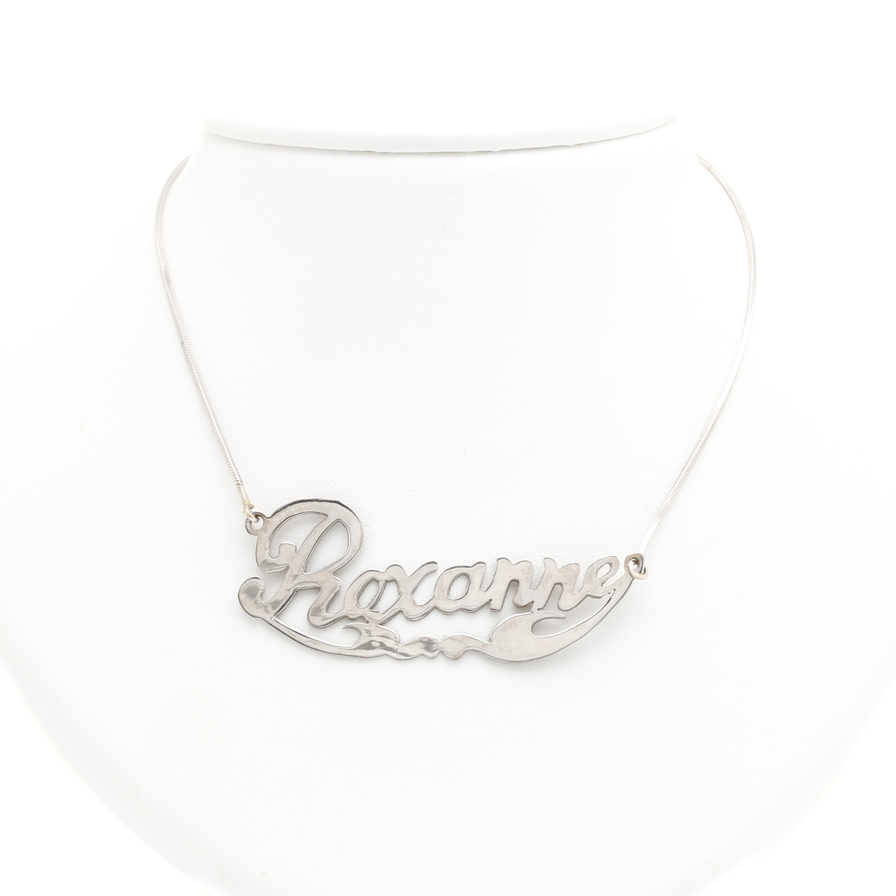 18K White Gold Name Pendant Necklace