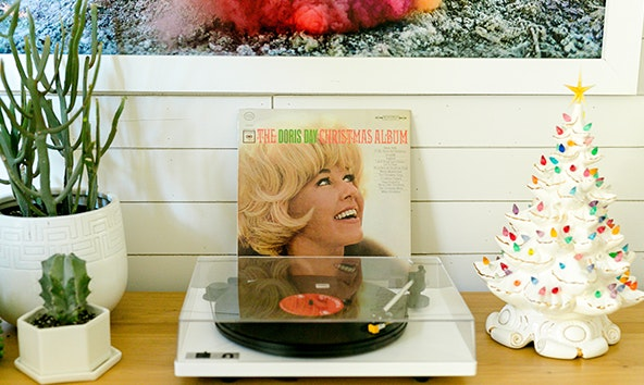 Tips of the Trade: 10 Ways To Enjoy Your Vinyl Records From A Beautiful Mess
