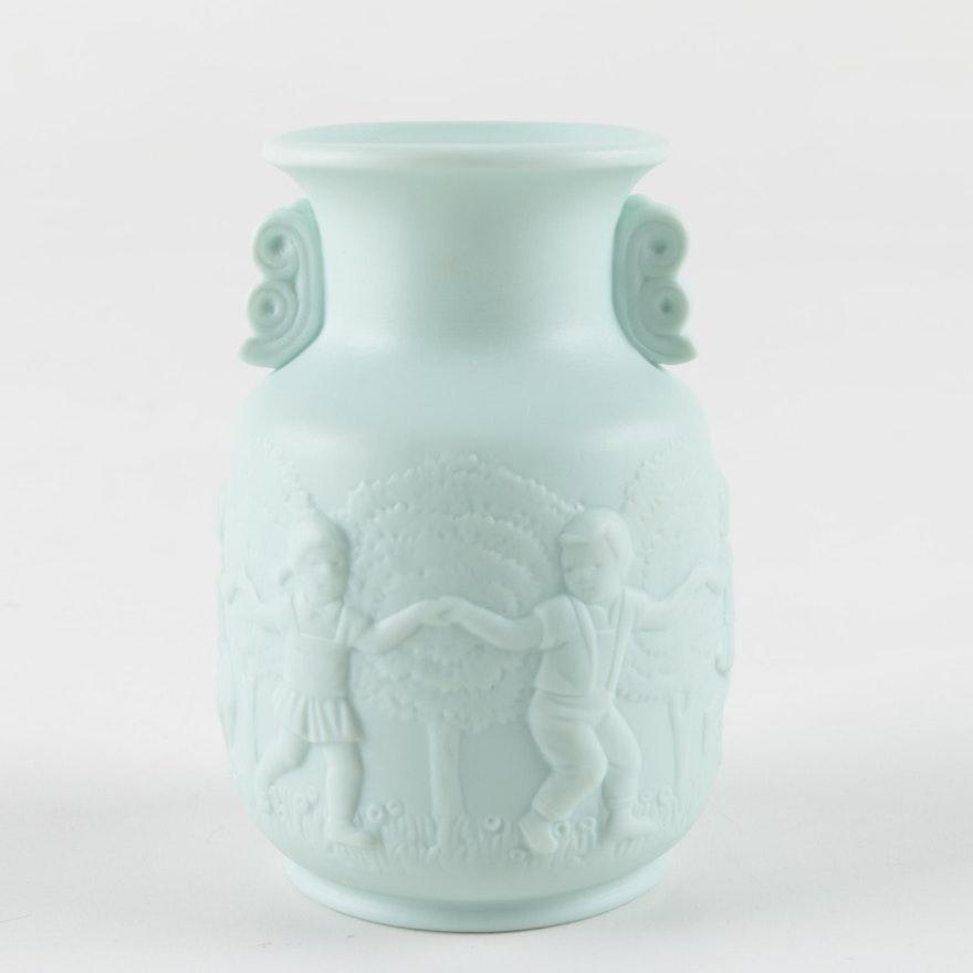 1984 Lladr Green Bisque Vase Ebth