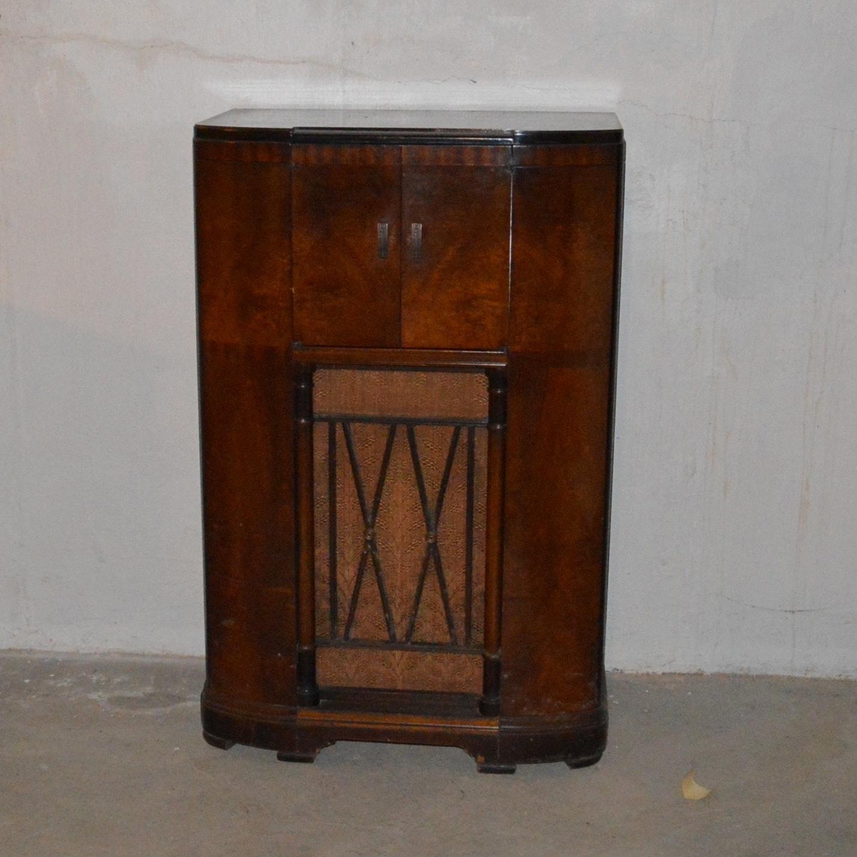 Antique RCA Victor Tube Radio