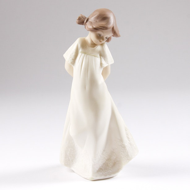 Lladró Golden Memories Vintage Porcelain Figurine of a Young Girl