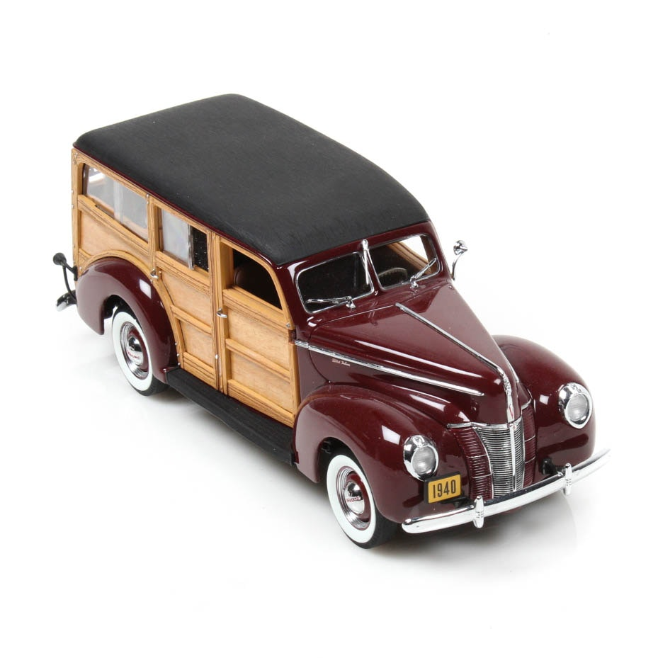 Danbury Mint 1940 Ford DeLuxe Station Wagon Die Cast Car