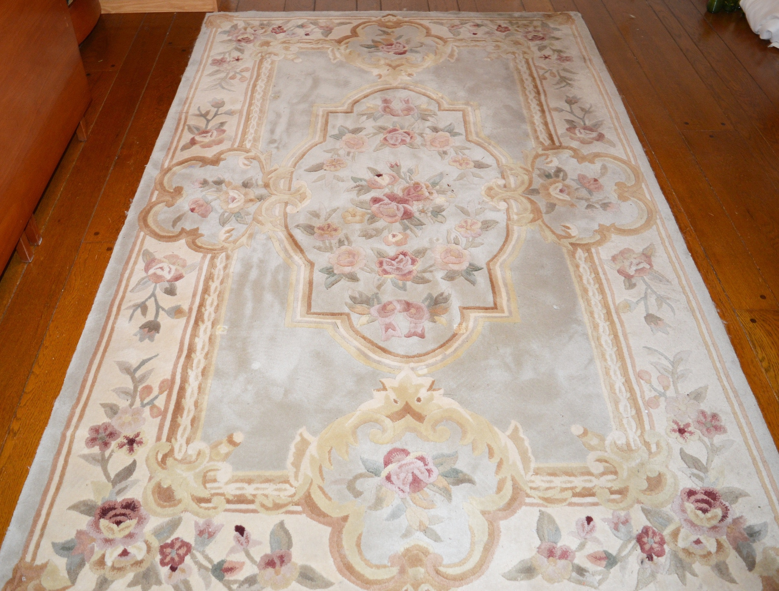 Julian Collection Hand Tufted and Carved Chinese Wool Rug