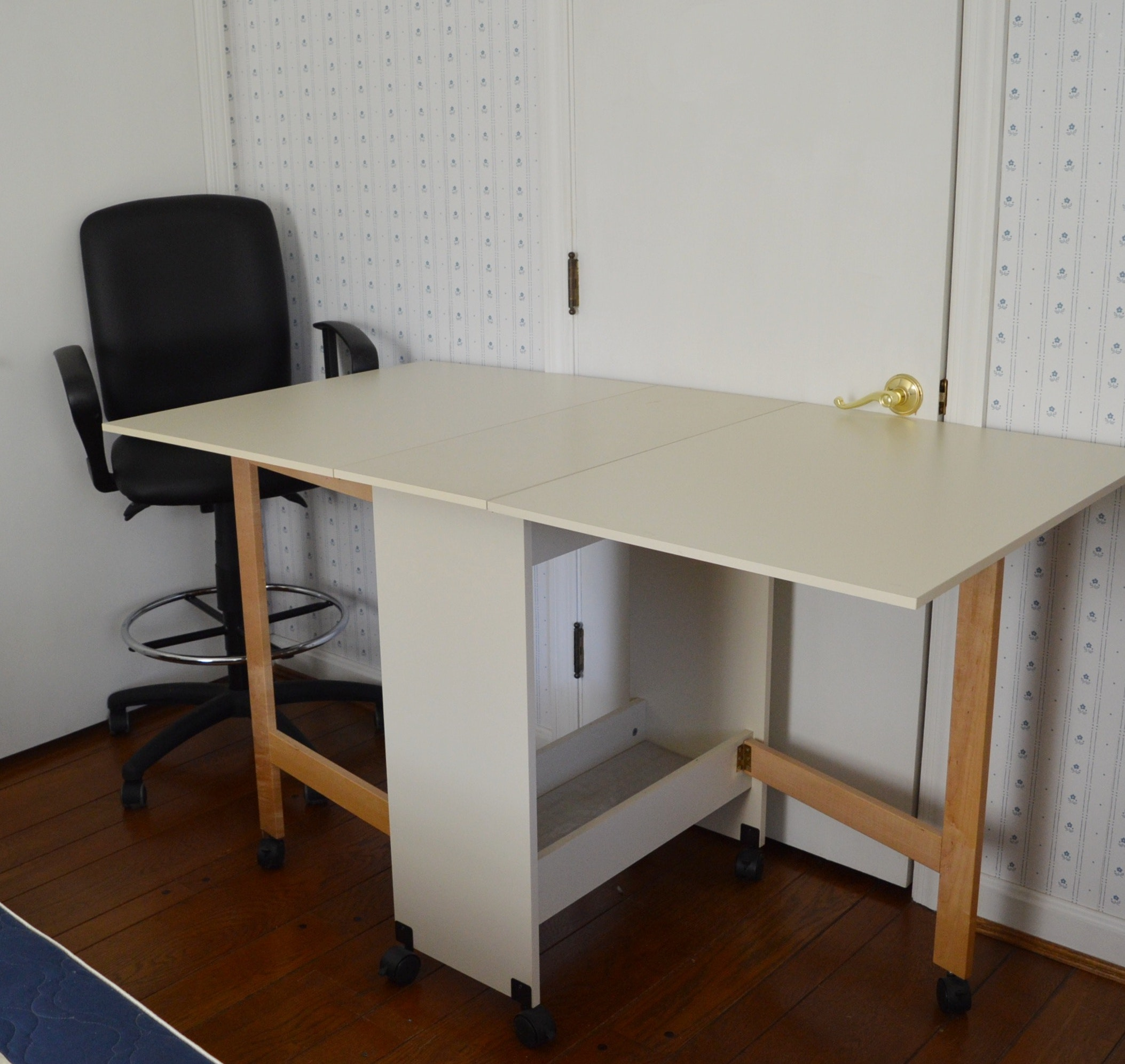 White Laminate Folding Workstation and Adjustable Stool