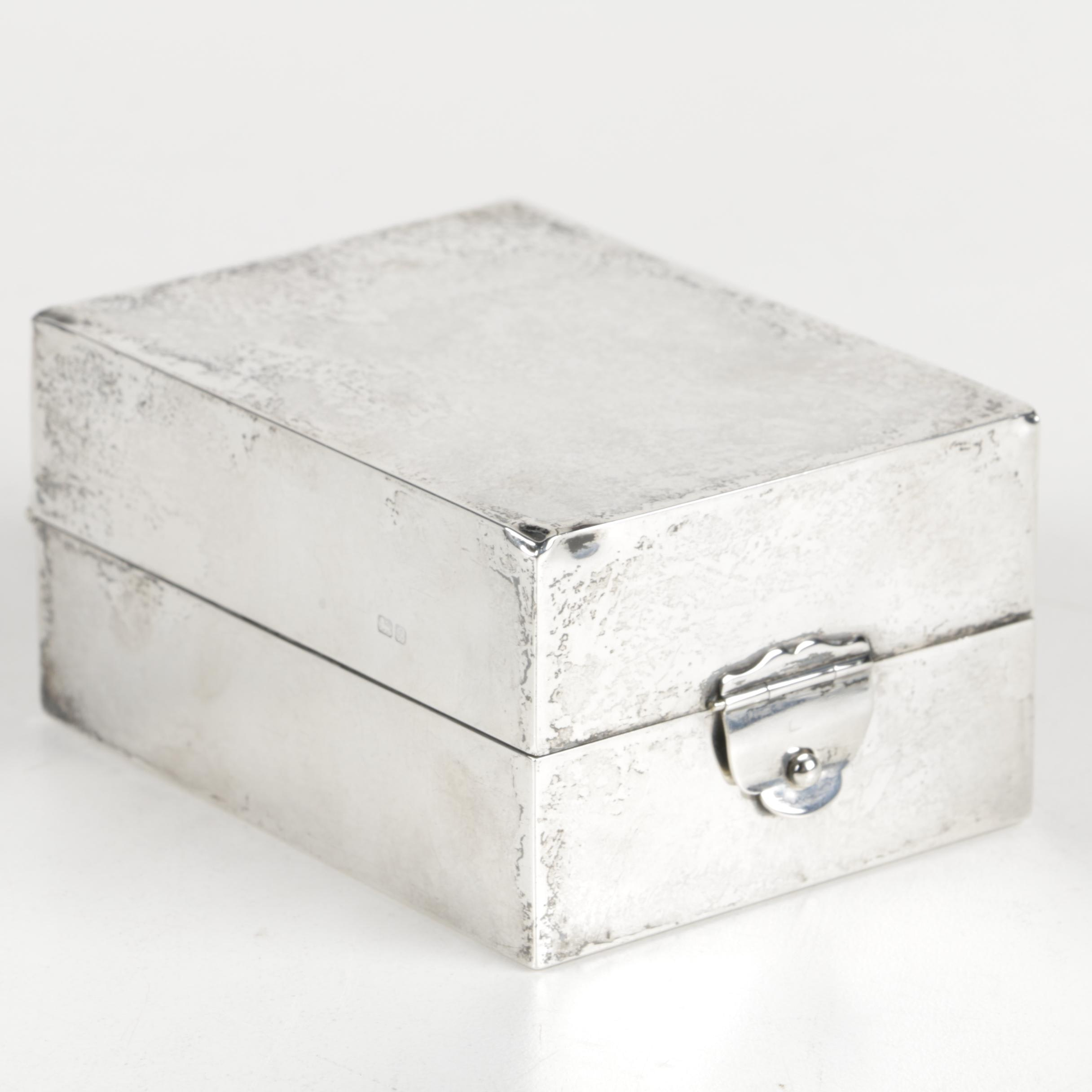 Early 20th Century Walker & Hall Sterling Silver Cigarette Box