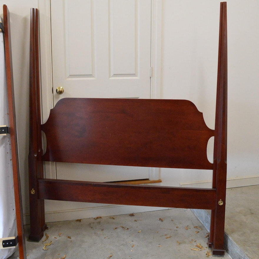 Cherry Pencil-Post Bed Frame in Queen-Size : EBTH