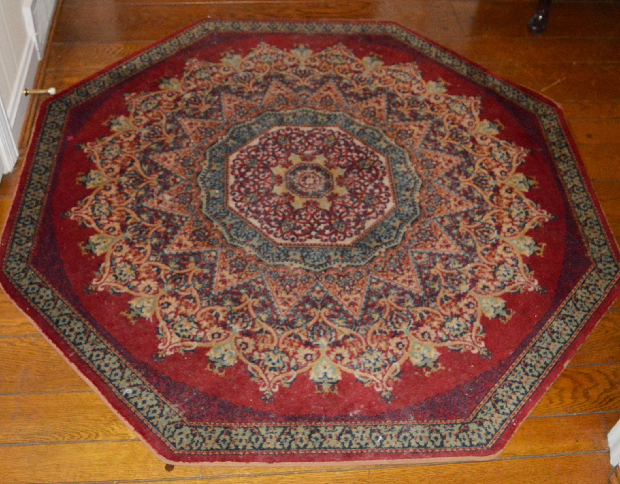 Machine Made Persian Style Octagonal Accent Rug