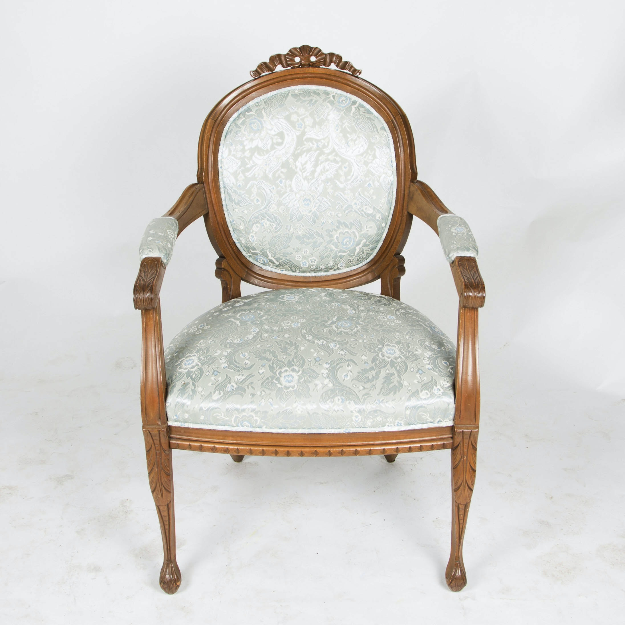Victorian Style Oval Back Fauteuil