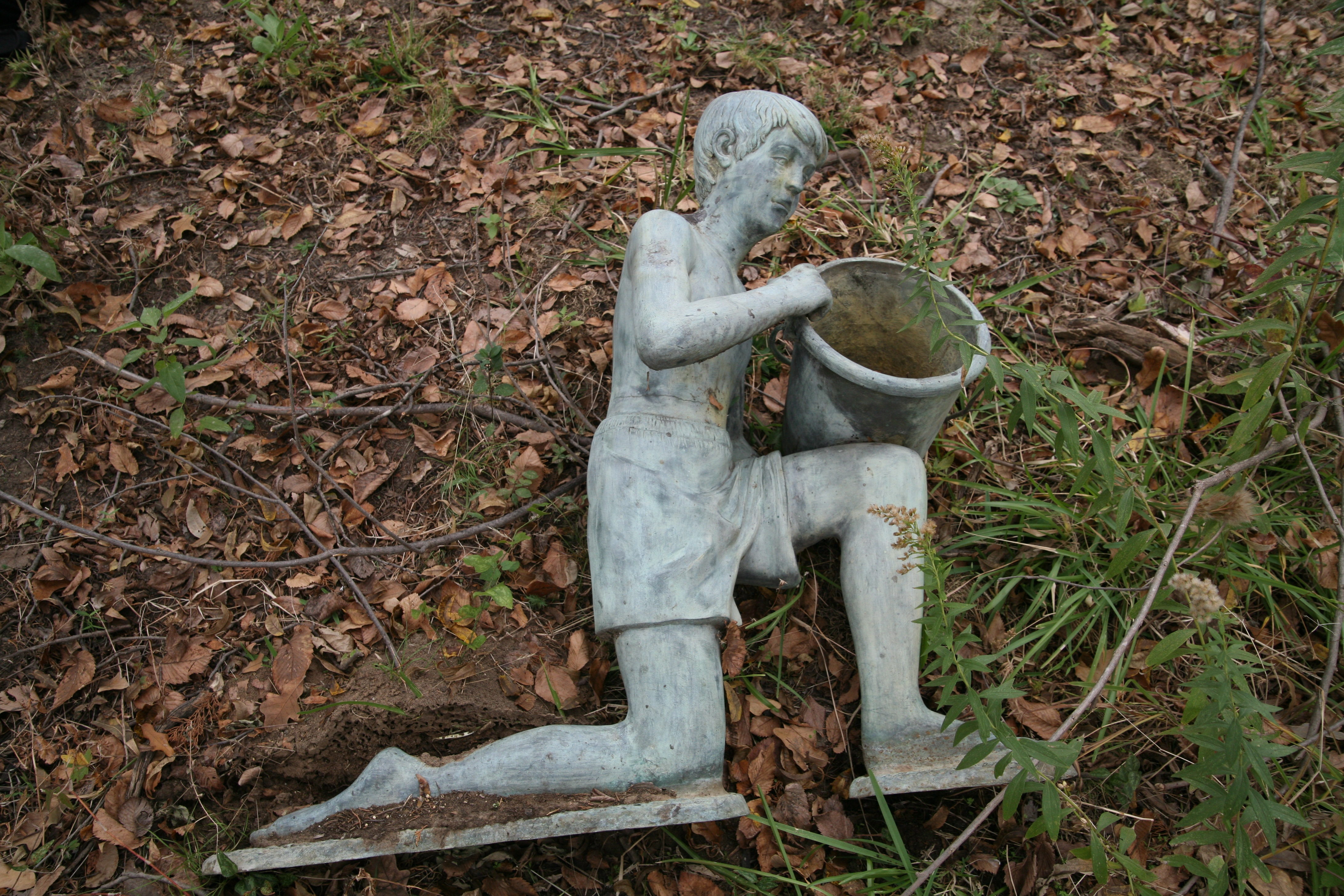 Bon Cast Iron Garden Sculpture Of Kneeling Boy Figure ...
