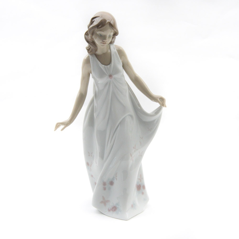 "Lladró ""Wonderful Mother"" Porcelain Figurine"