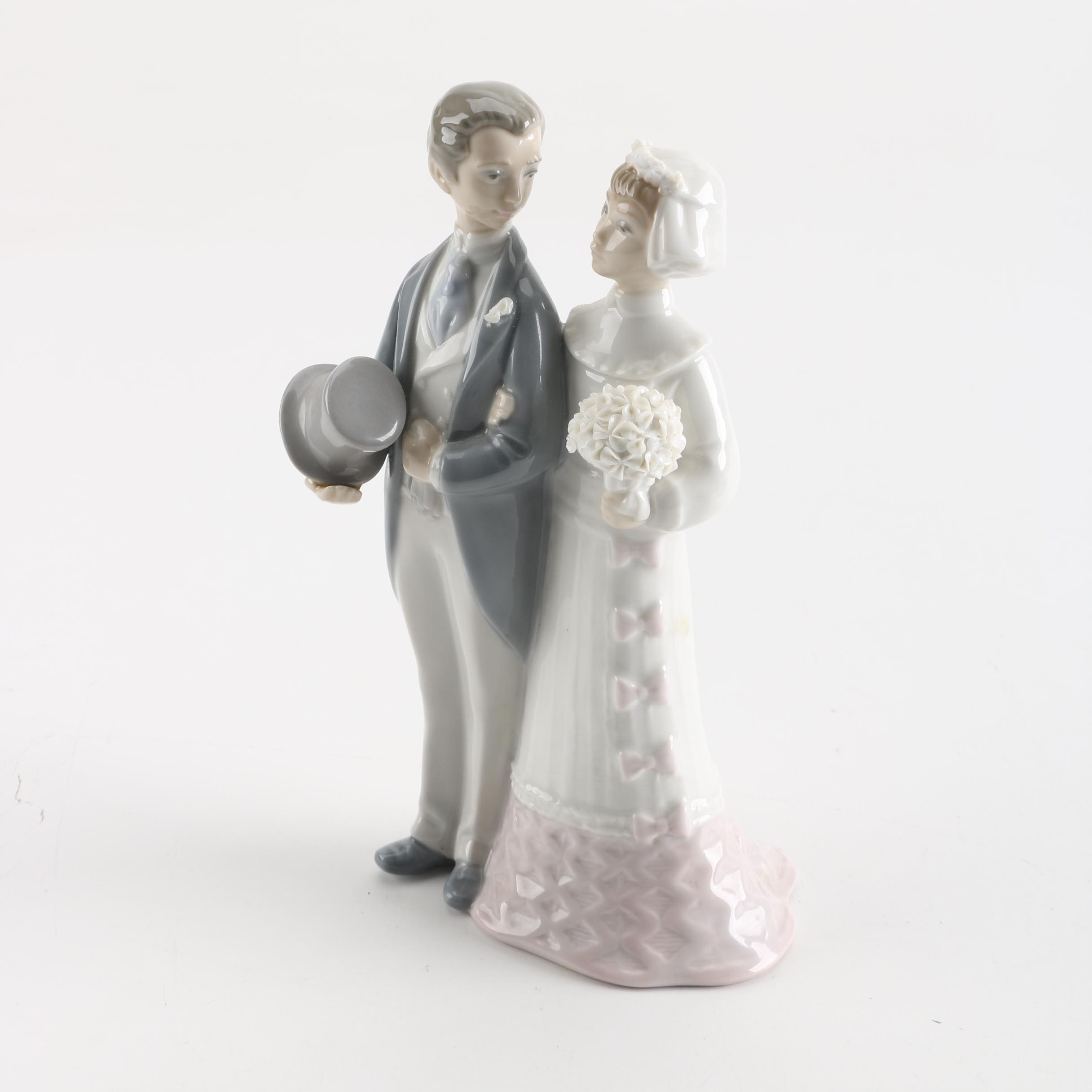 "Lladro ""Bride And Groom"" Figurine"