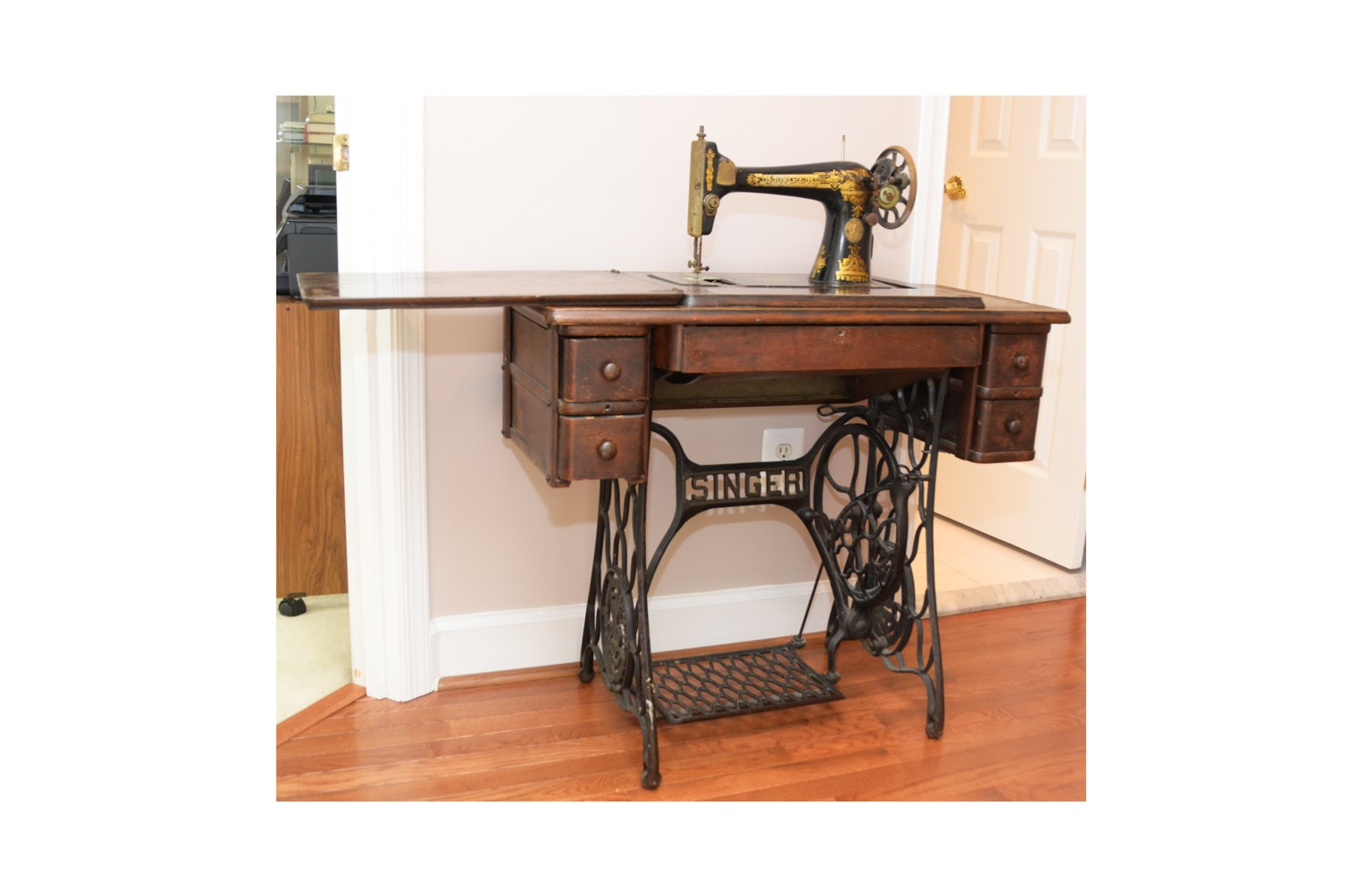 C. 1929 Singer Sewing Machine with Table