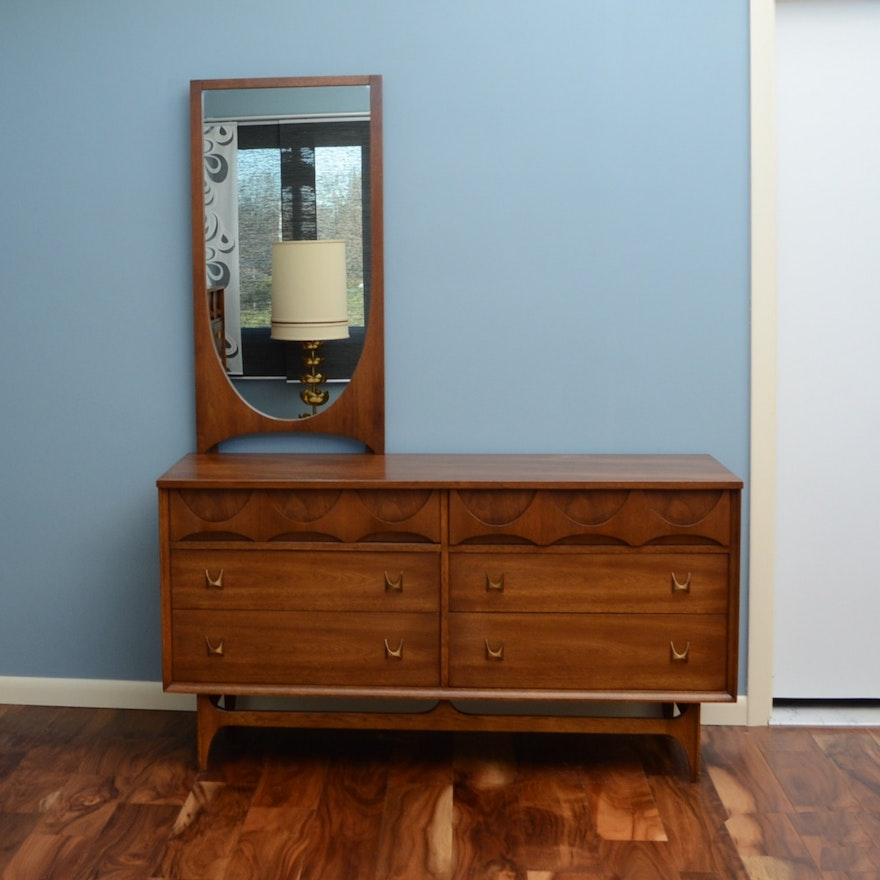 Broyhill Brasilia Dresser With Mirror