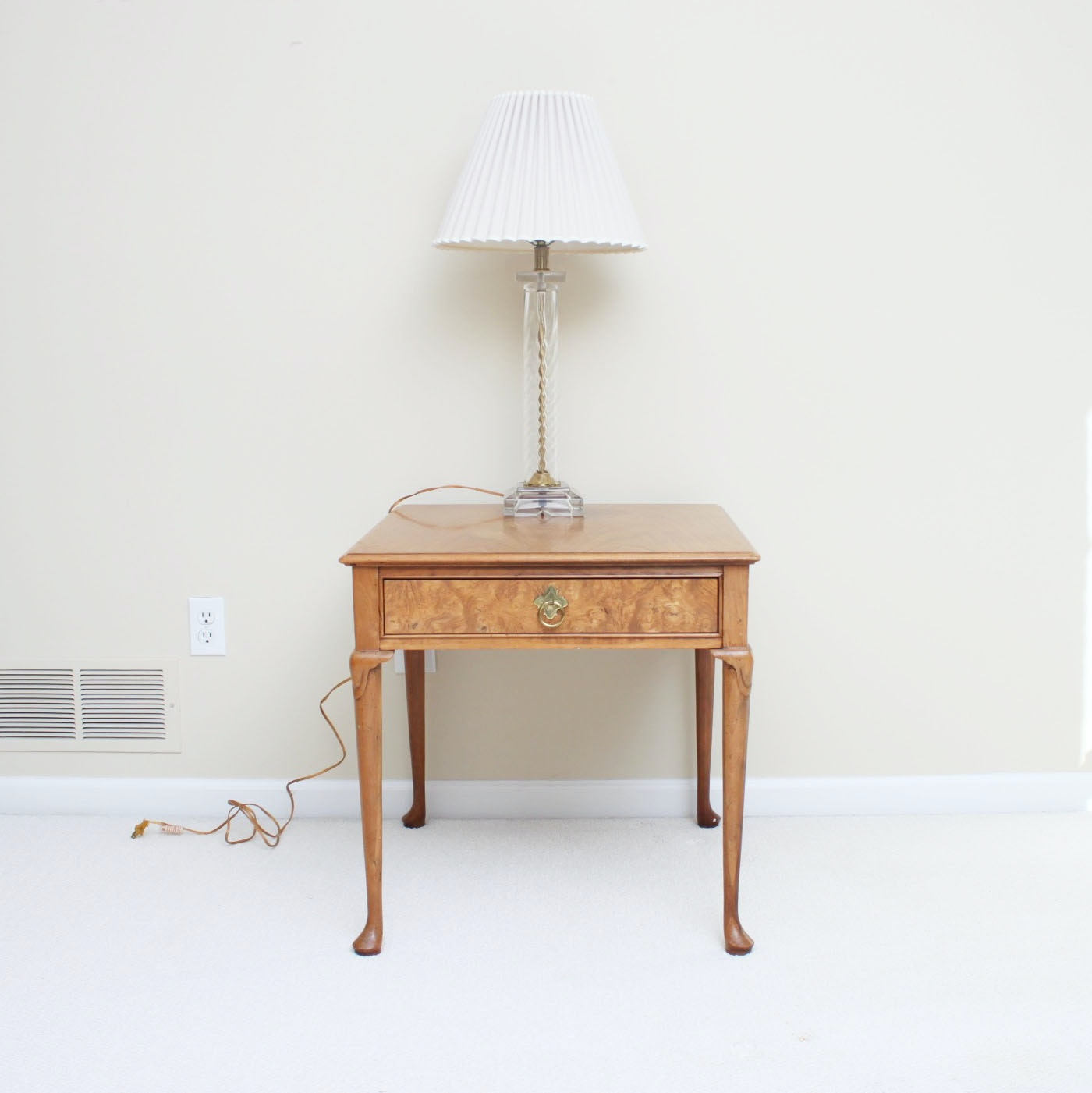 Vintage Chippendale Style Side Table by Baker Furniture with Table Lamp