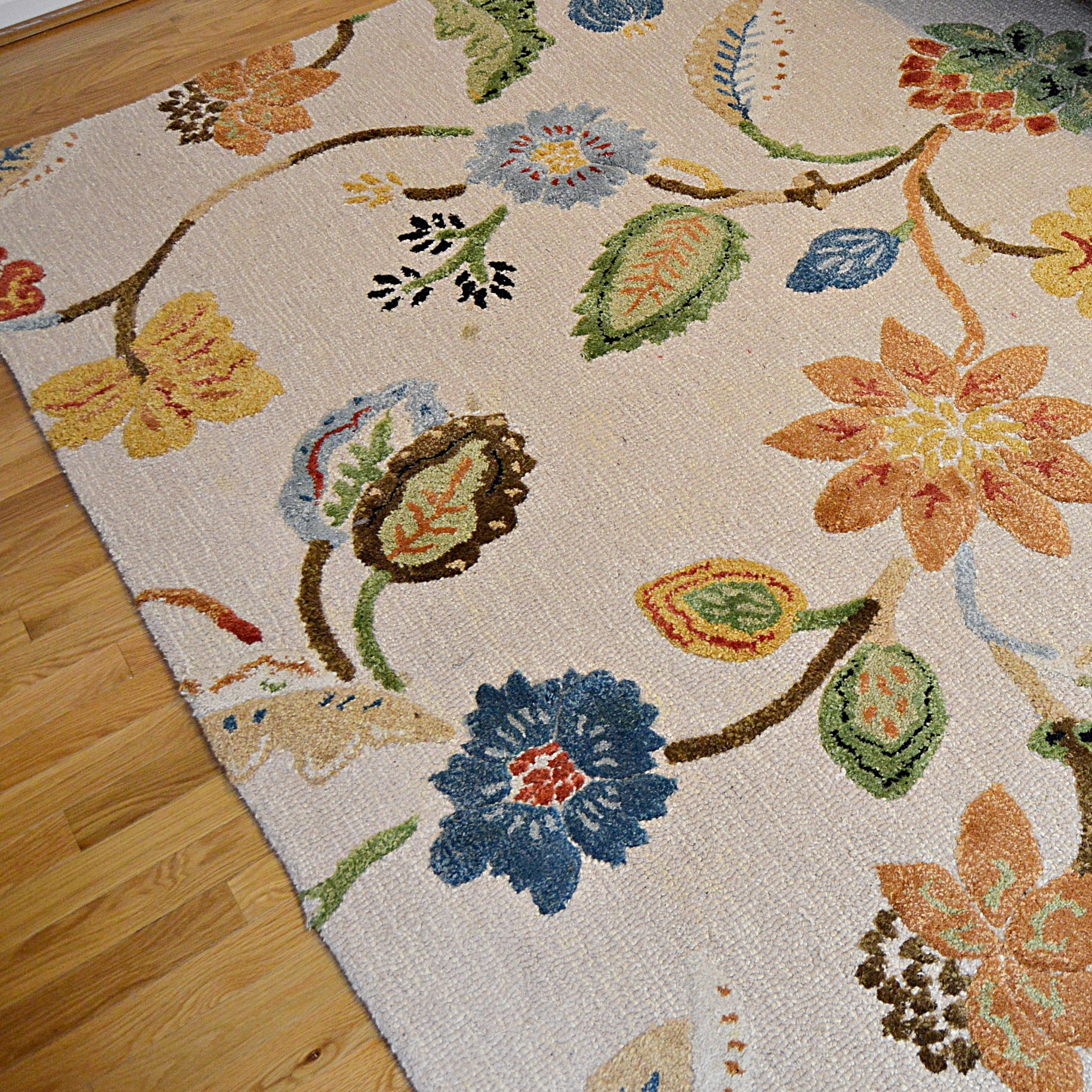 Tufted Wool Area Rug with Cut Pile Flowers and Leaves