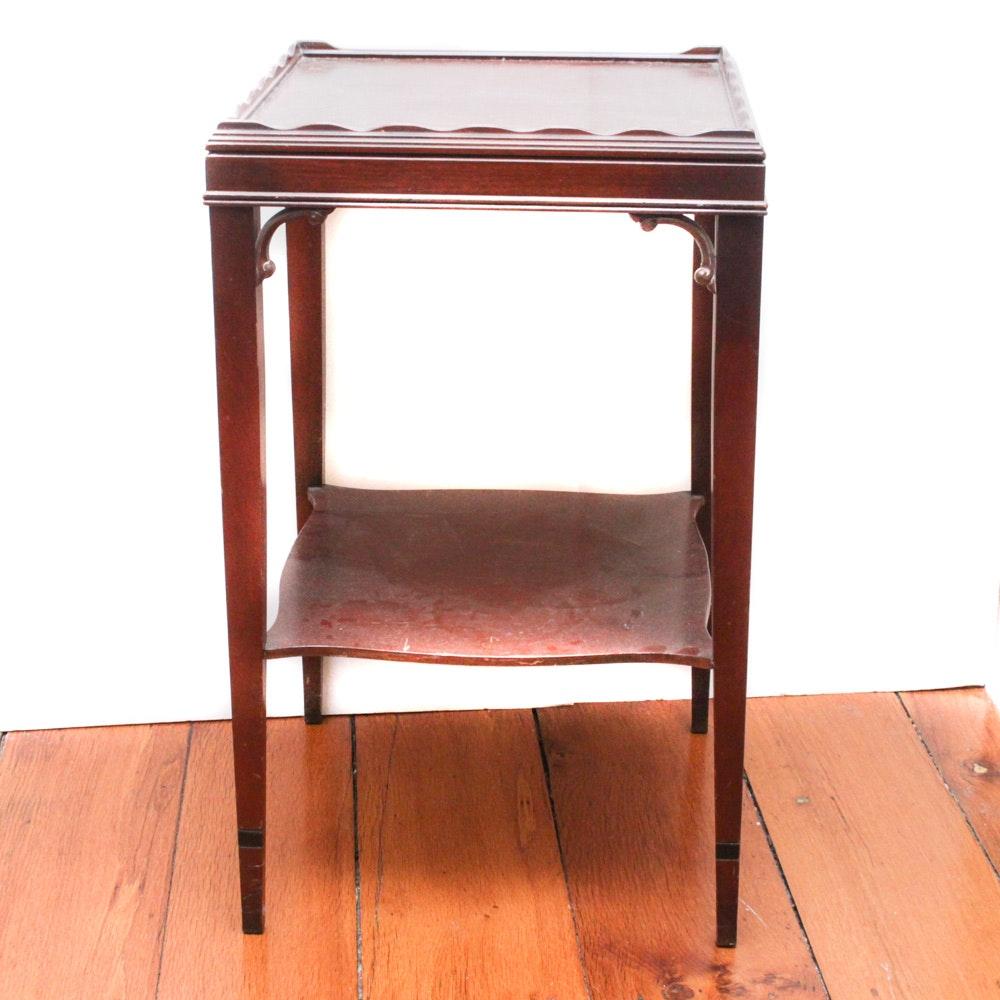 Vintage Hepplewhite Style Mahogany Veneer Accent Table