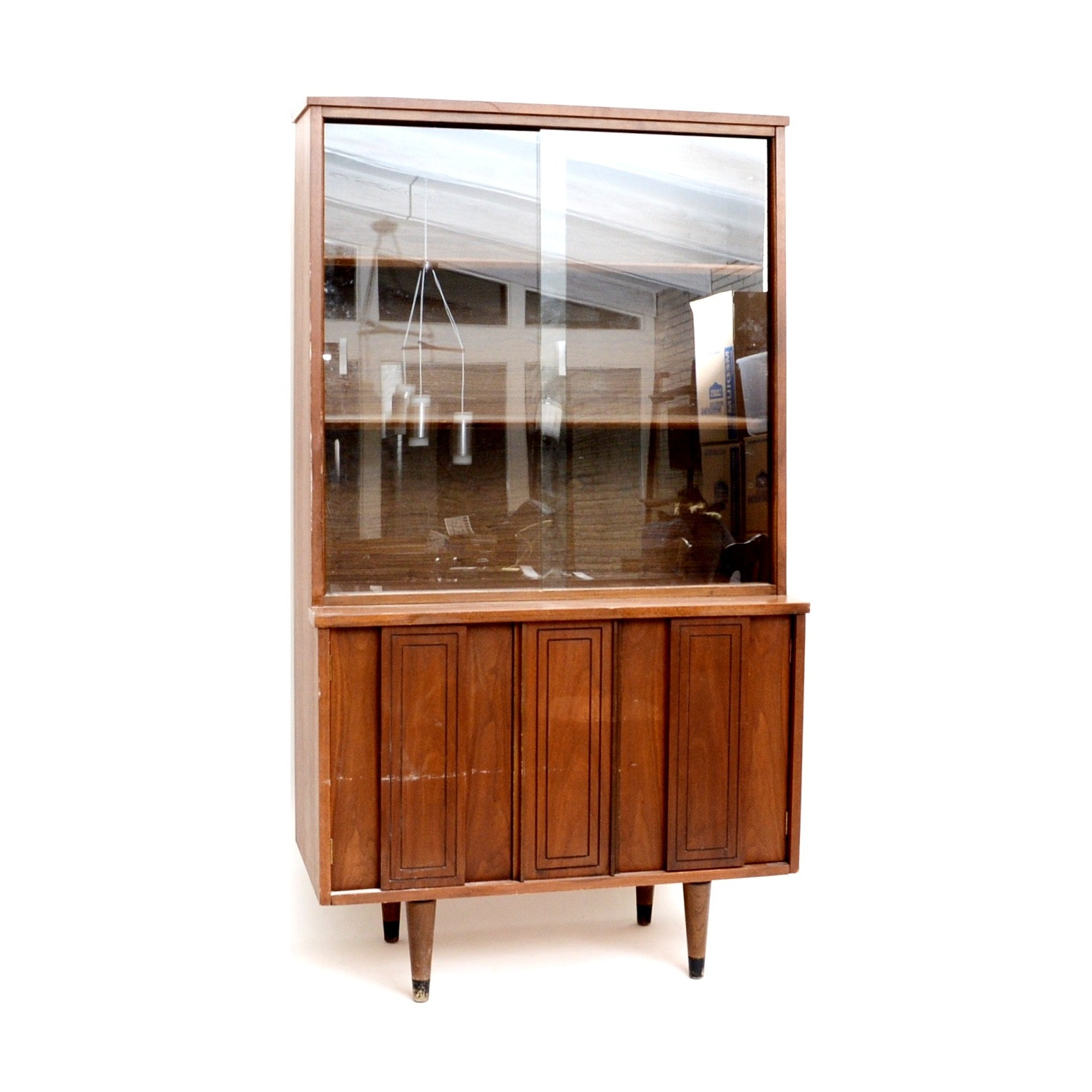 Superbe Vintage Mid Century Modern Sliding Glass Door China Hutch ...