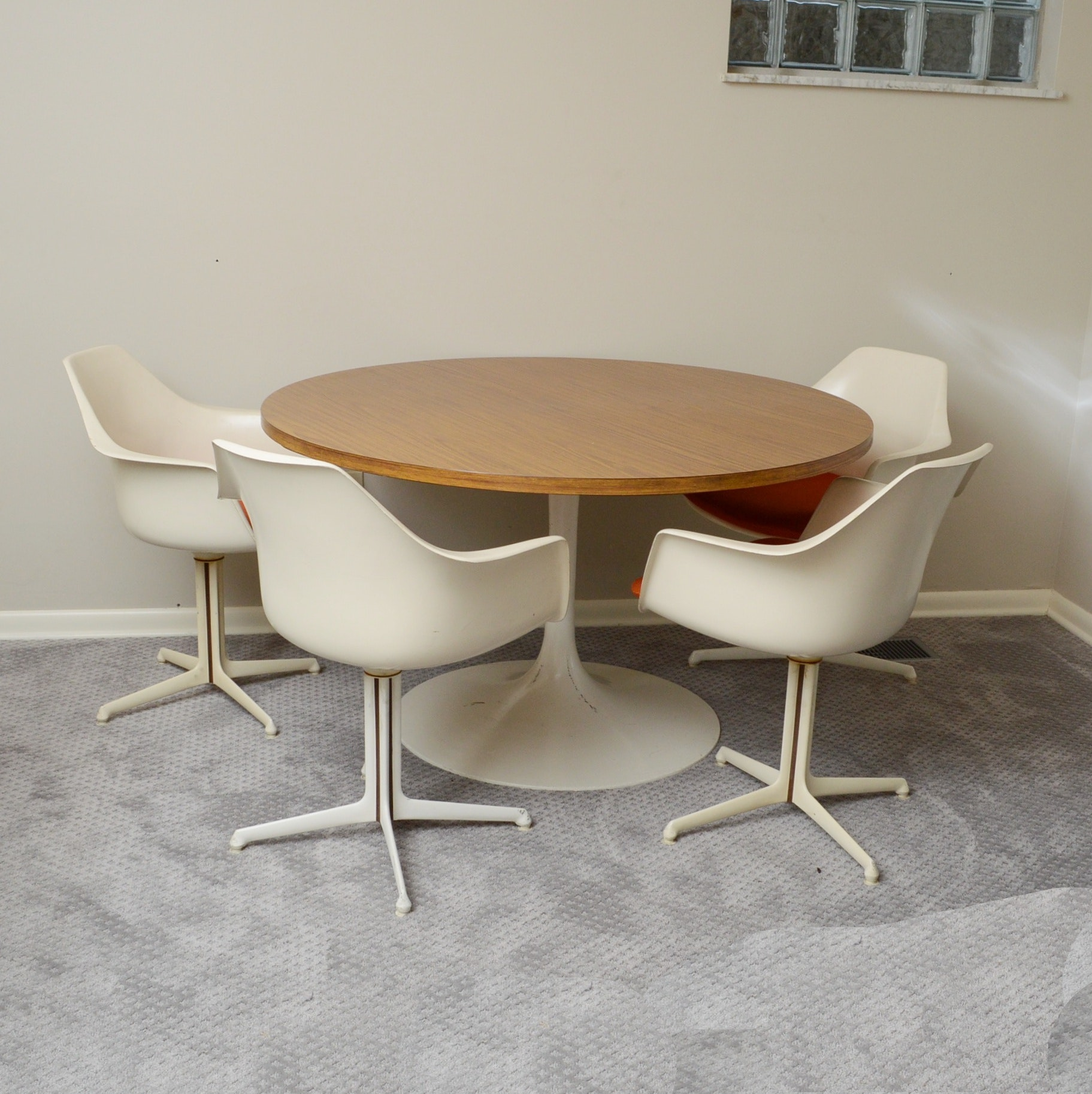 Mid Century Modern Burke Dining Table and Four Chairs