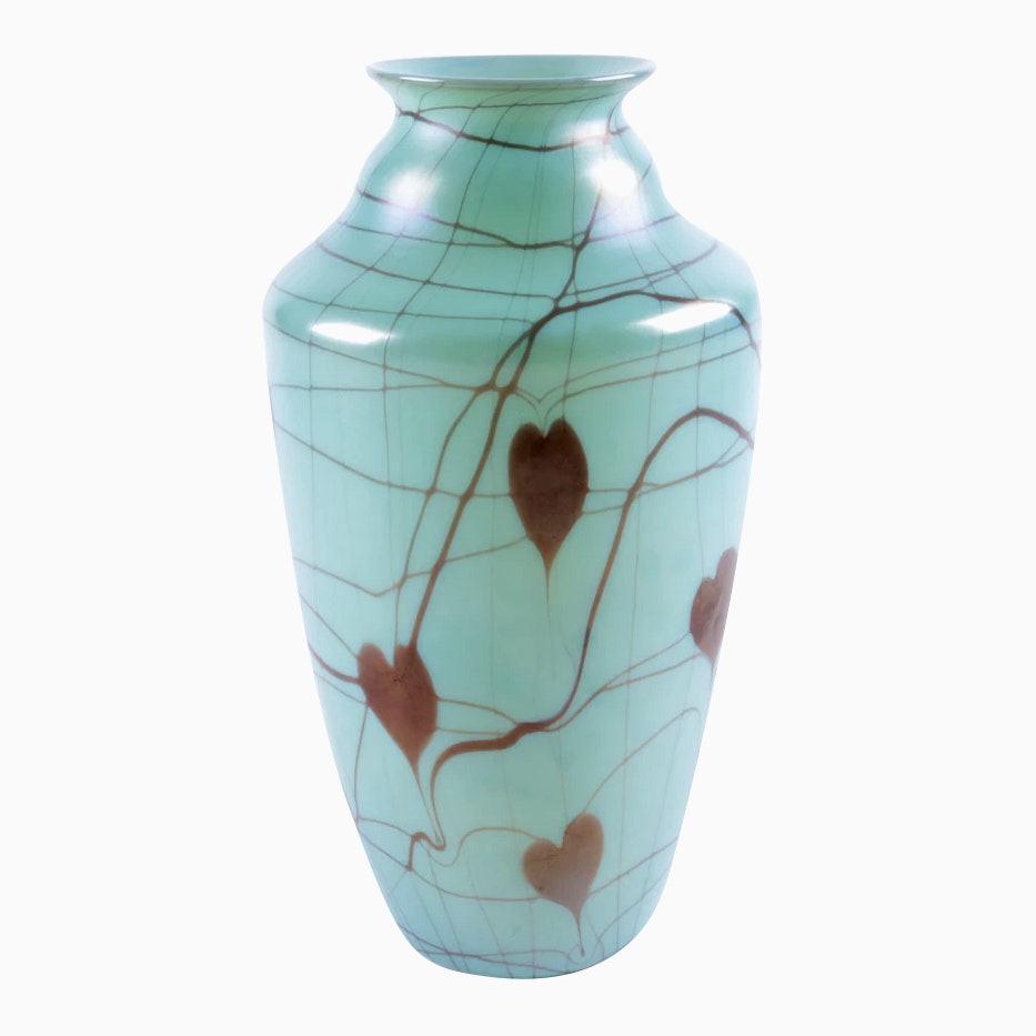 Fenton Quot Hanging Hearts Quot Art Glass Vase With Bleeding Heart
