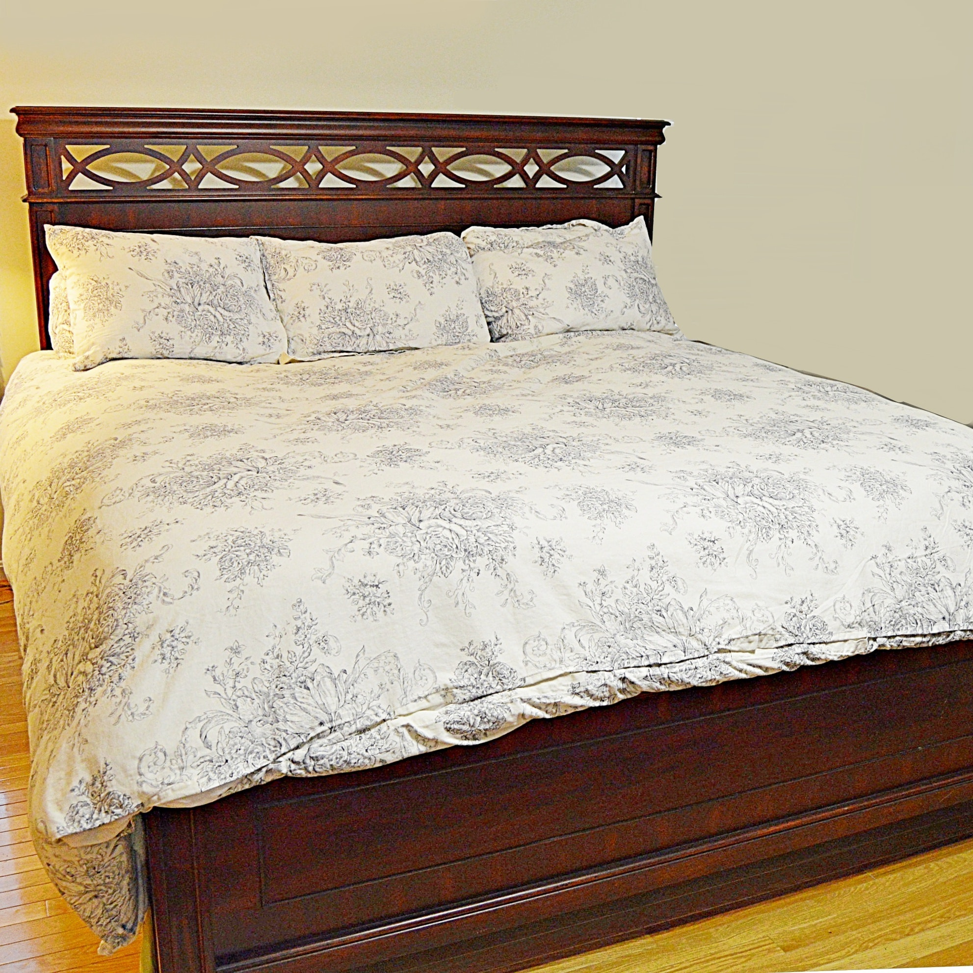 Chippendale Style Mahogany Bed with Linens, King Size