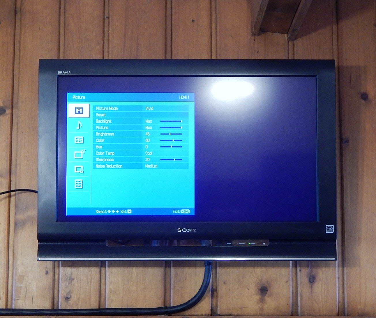 """Sony 32"""" Bravia Wall Mounted Television"""