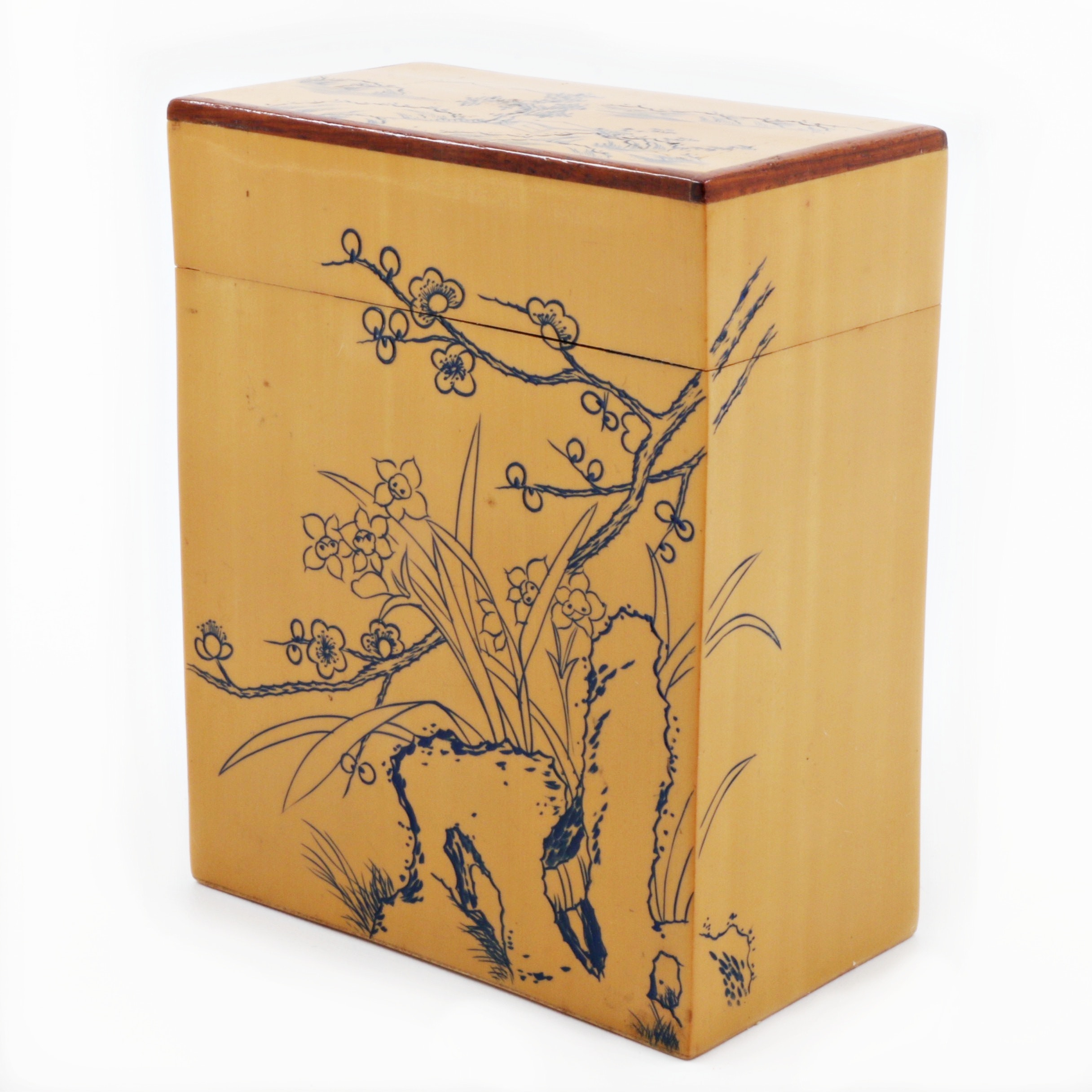 Chinese Lacquered Wood Box with Floral Motif
