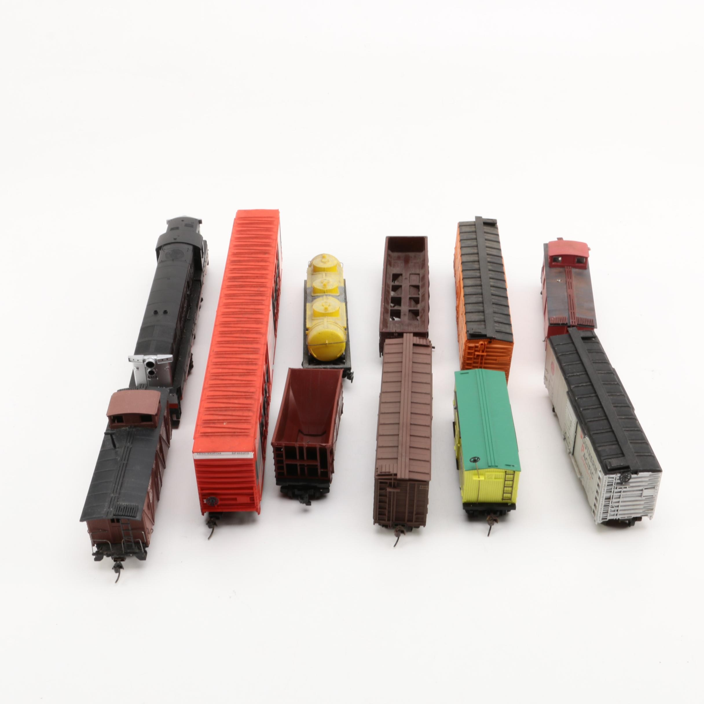 Assorted HO Scale Train Cars Including Athearn
