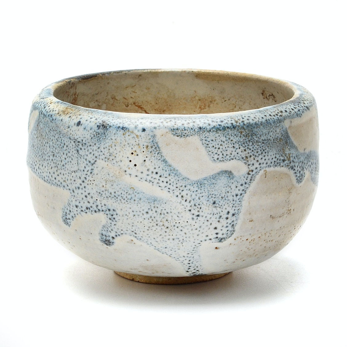 Japanese Early Meiji Period (1870's) aku Style Tea Bowl in Cream and Blue Glaze