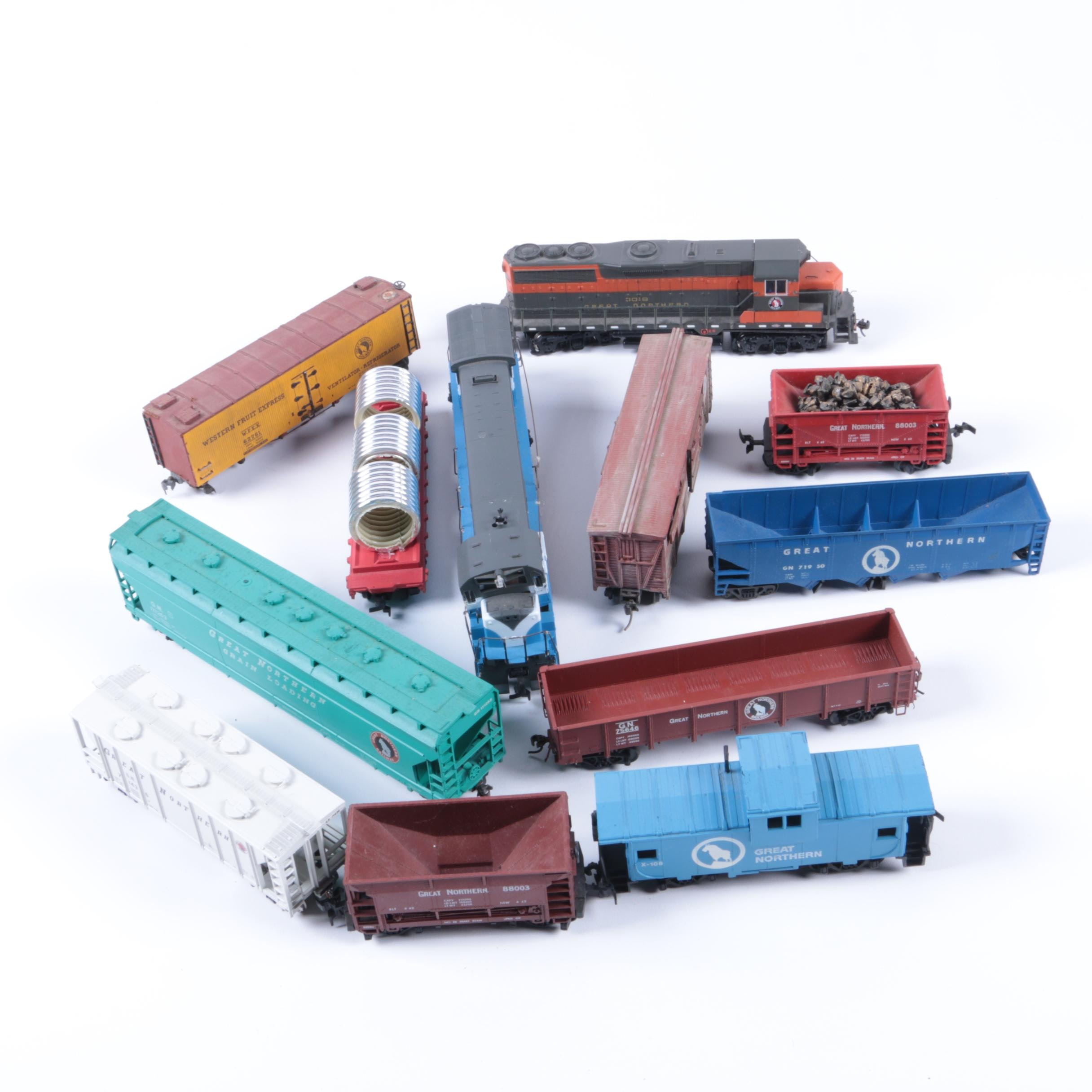 """Assorted HO Scale Train Cars Including Bachmann """"Spectrum"""" Series Engine"""