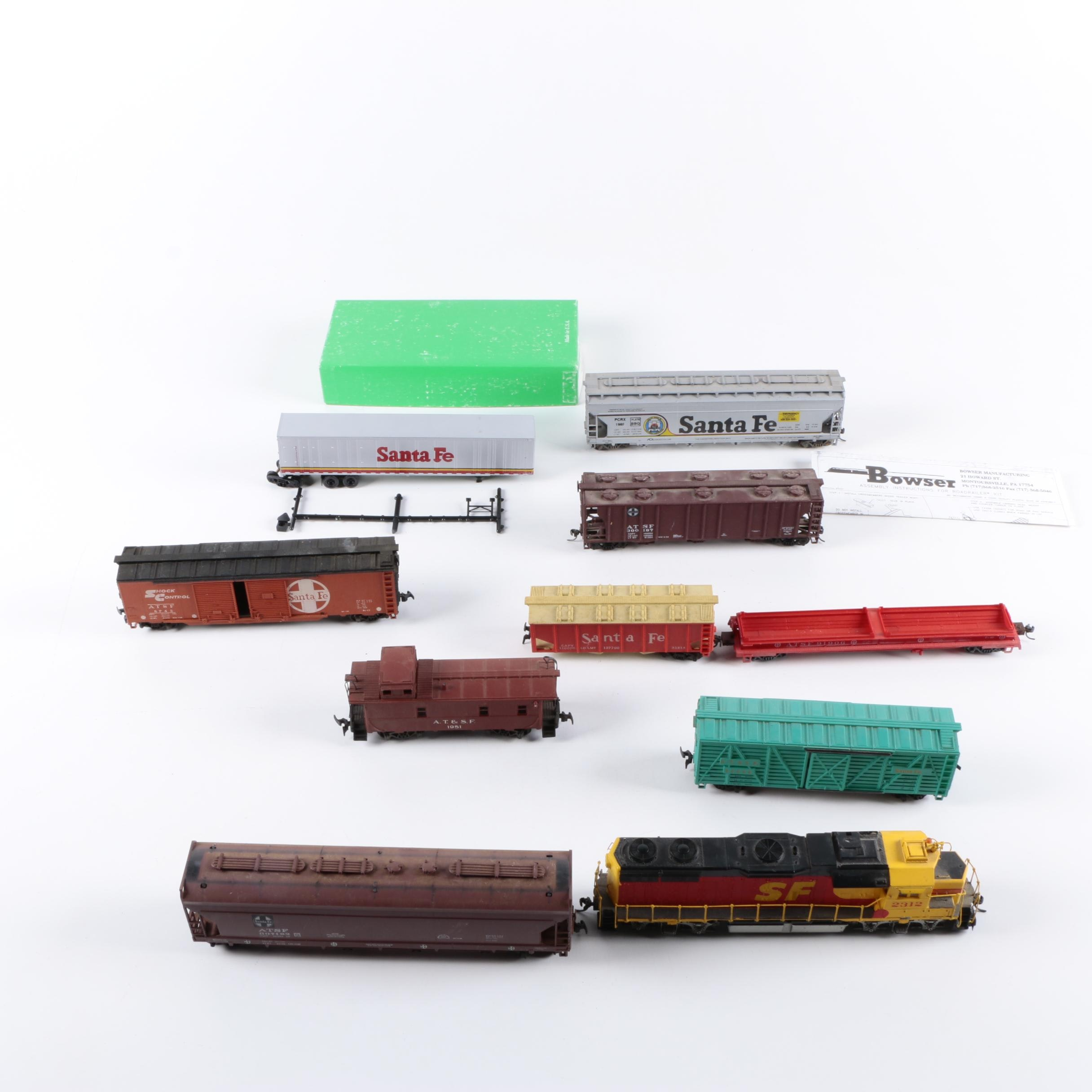Assorted HO and N Scale Train Cars Including Rivarossi