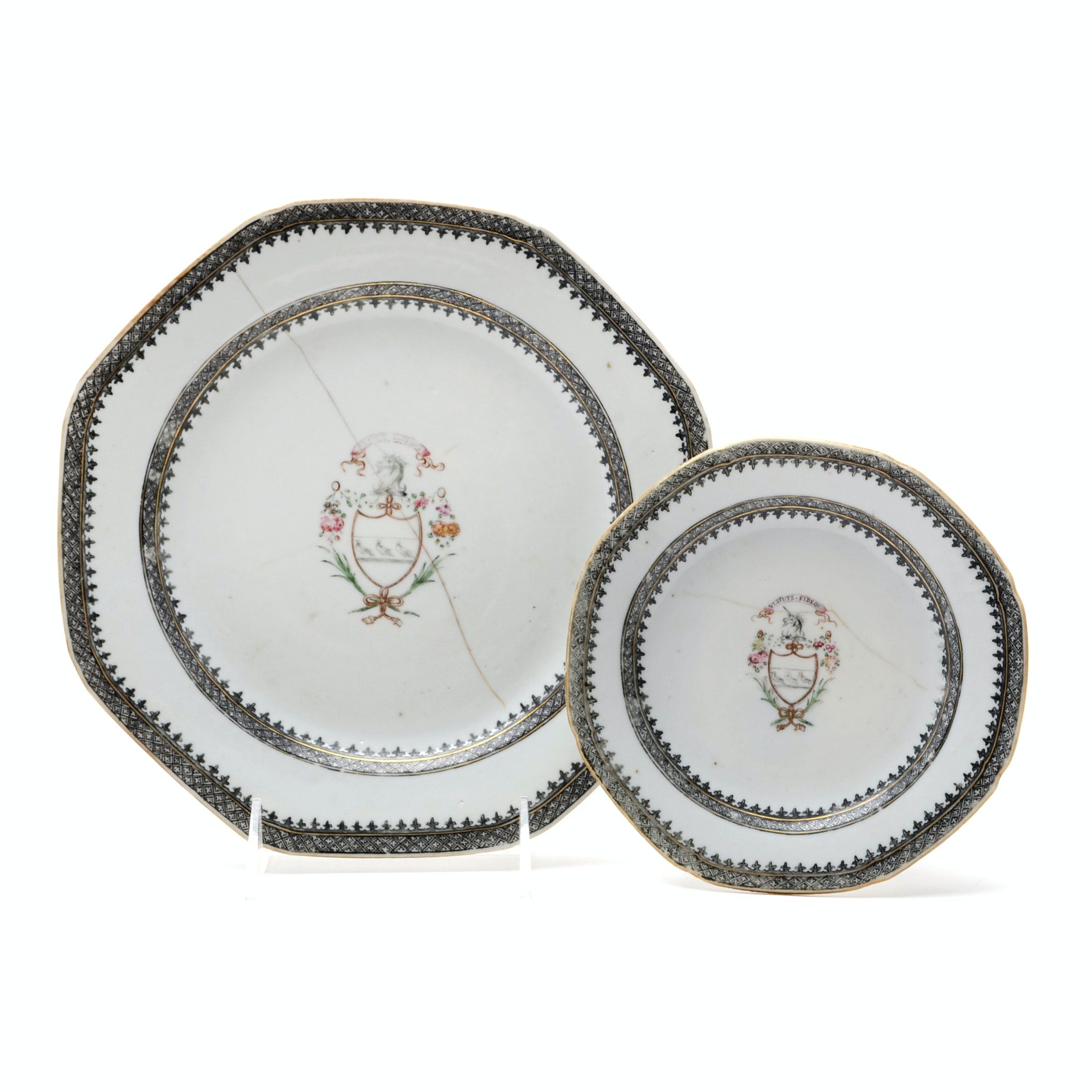 Chinese Export Porcelain Armorial Export Plates