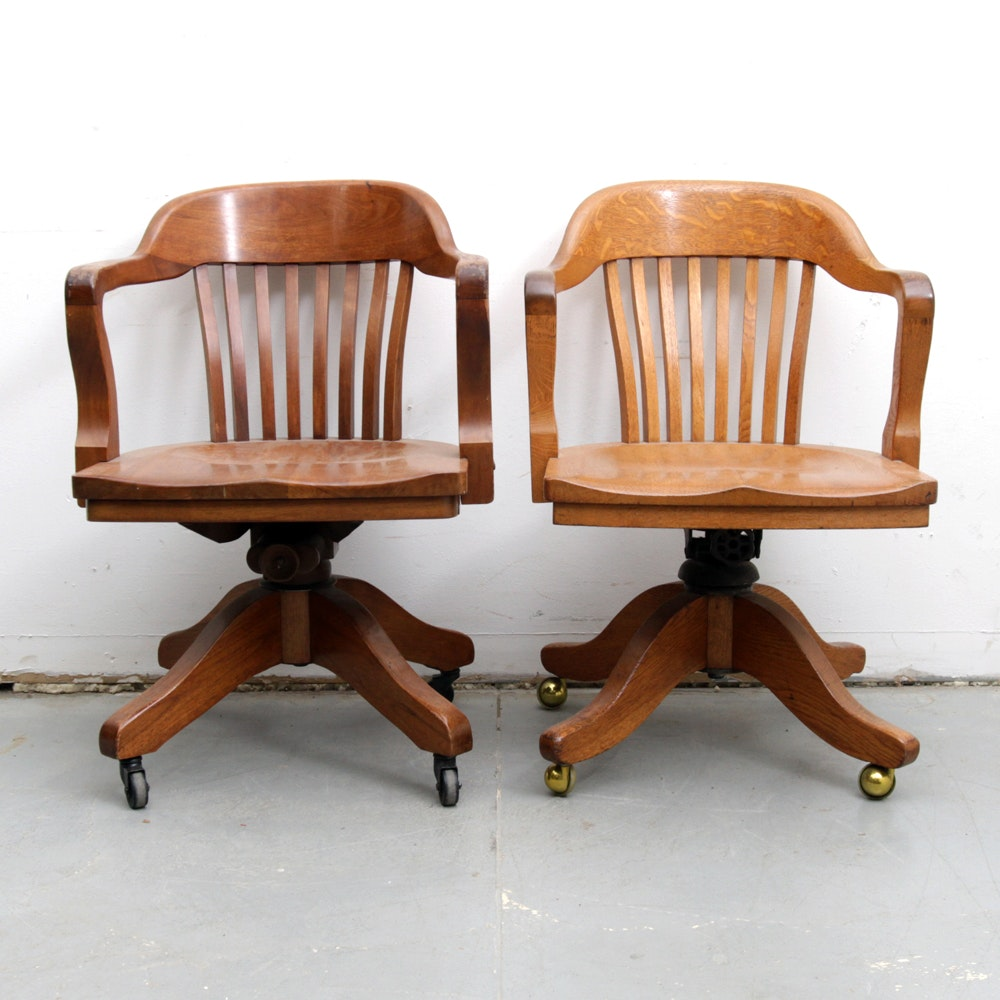 Charmant Pair Of Bankers Chairs By The B.L. Marble Chair Co.